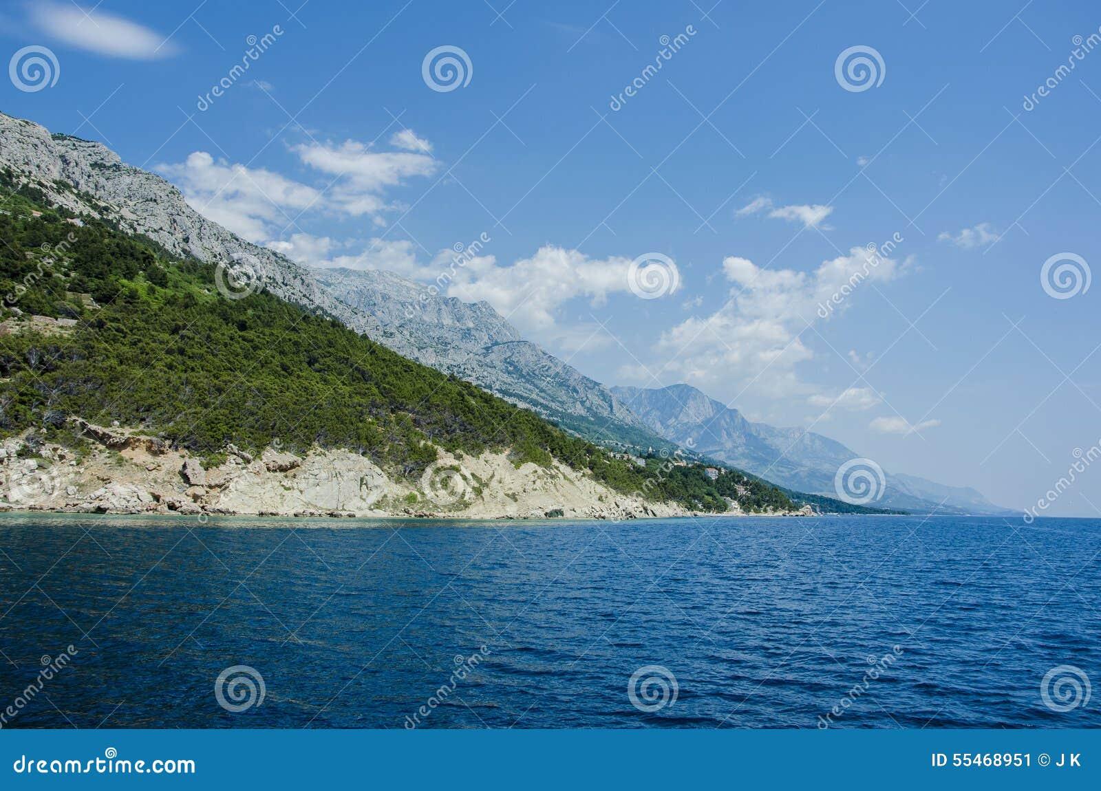 Blått hav och berg