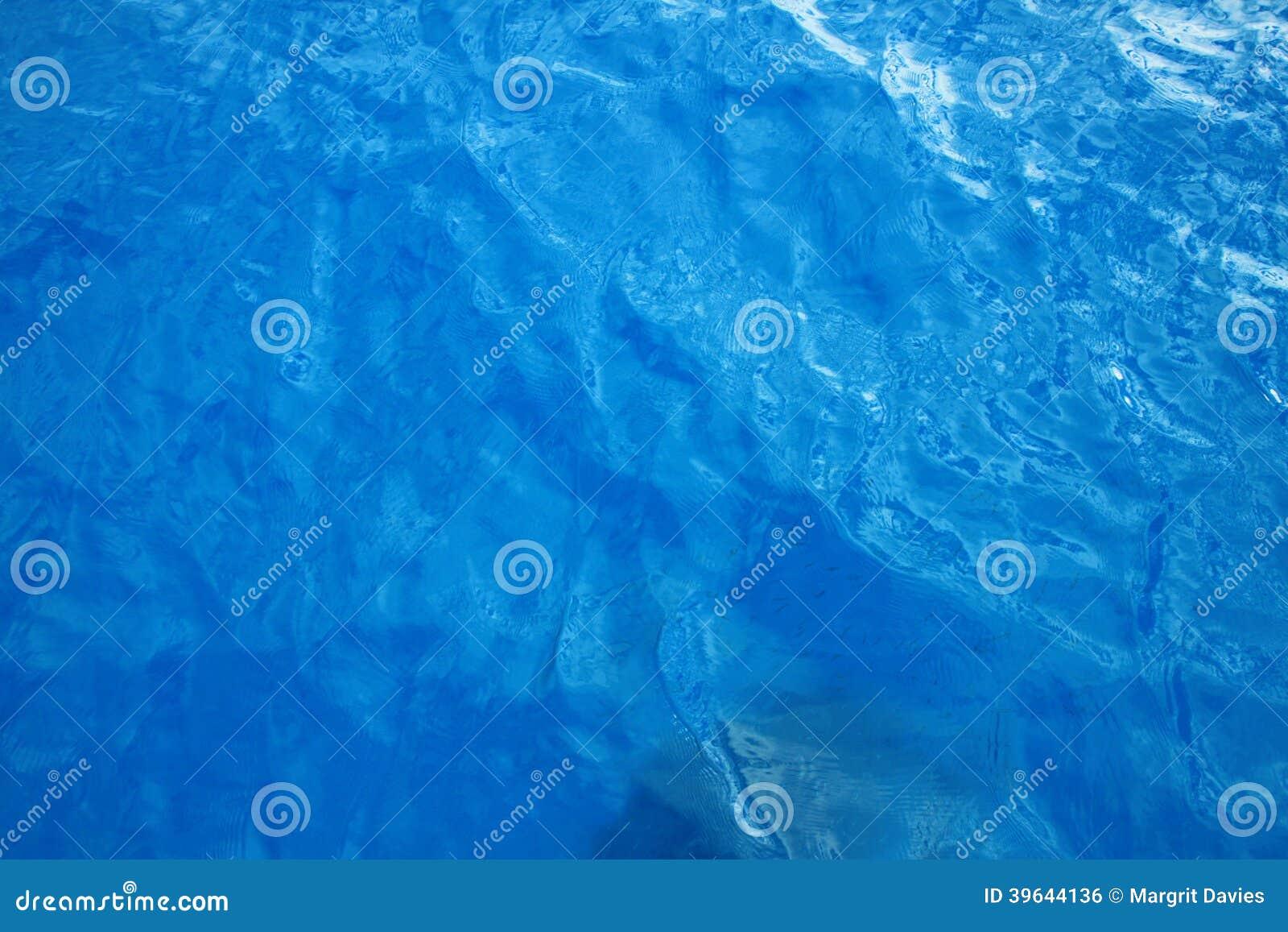 Blått klart vatten
