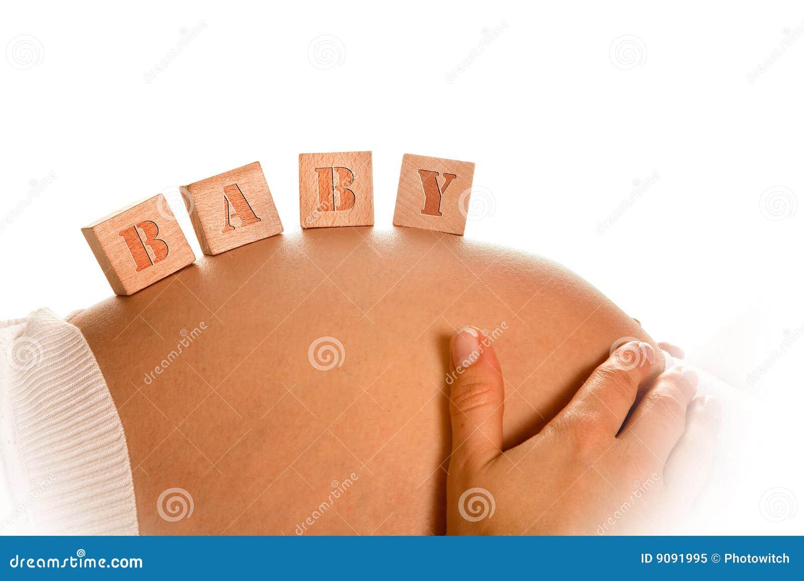Blöcke auf schwangerem Bauch
