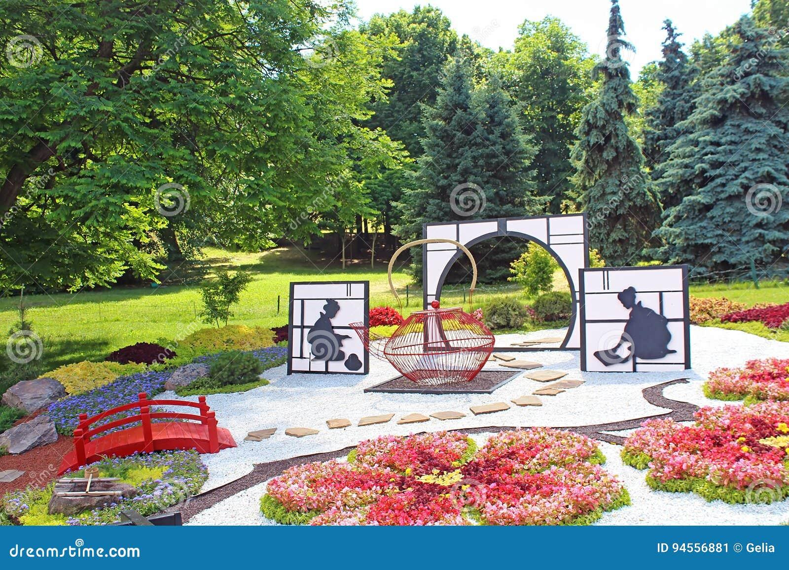 Blühen Sie Ausstellung ` Japan mit den Augen Ukraine-` bei Spivoche Pole in Kyiv, Ukraine