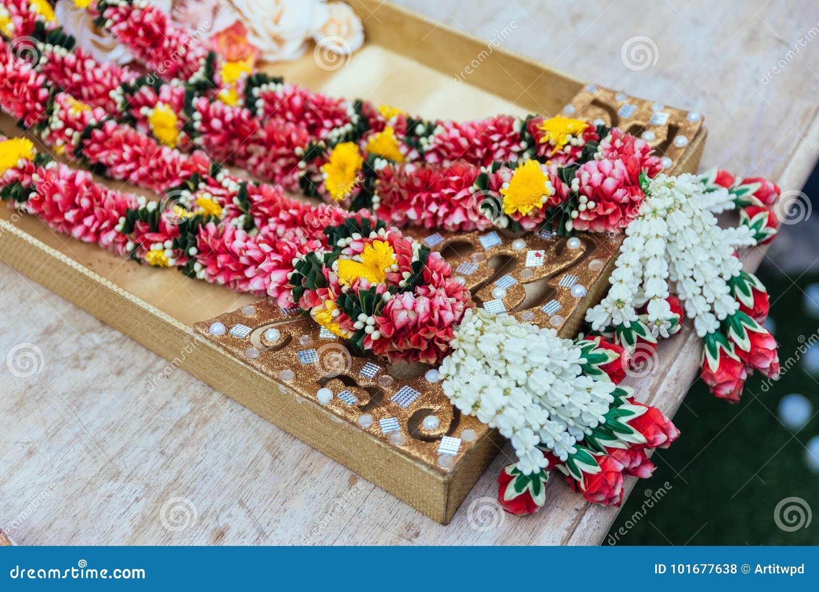 Bluhen Sie Girlanden Fur Indische Hochzeitszeremonie In Bangkok