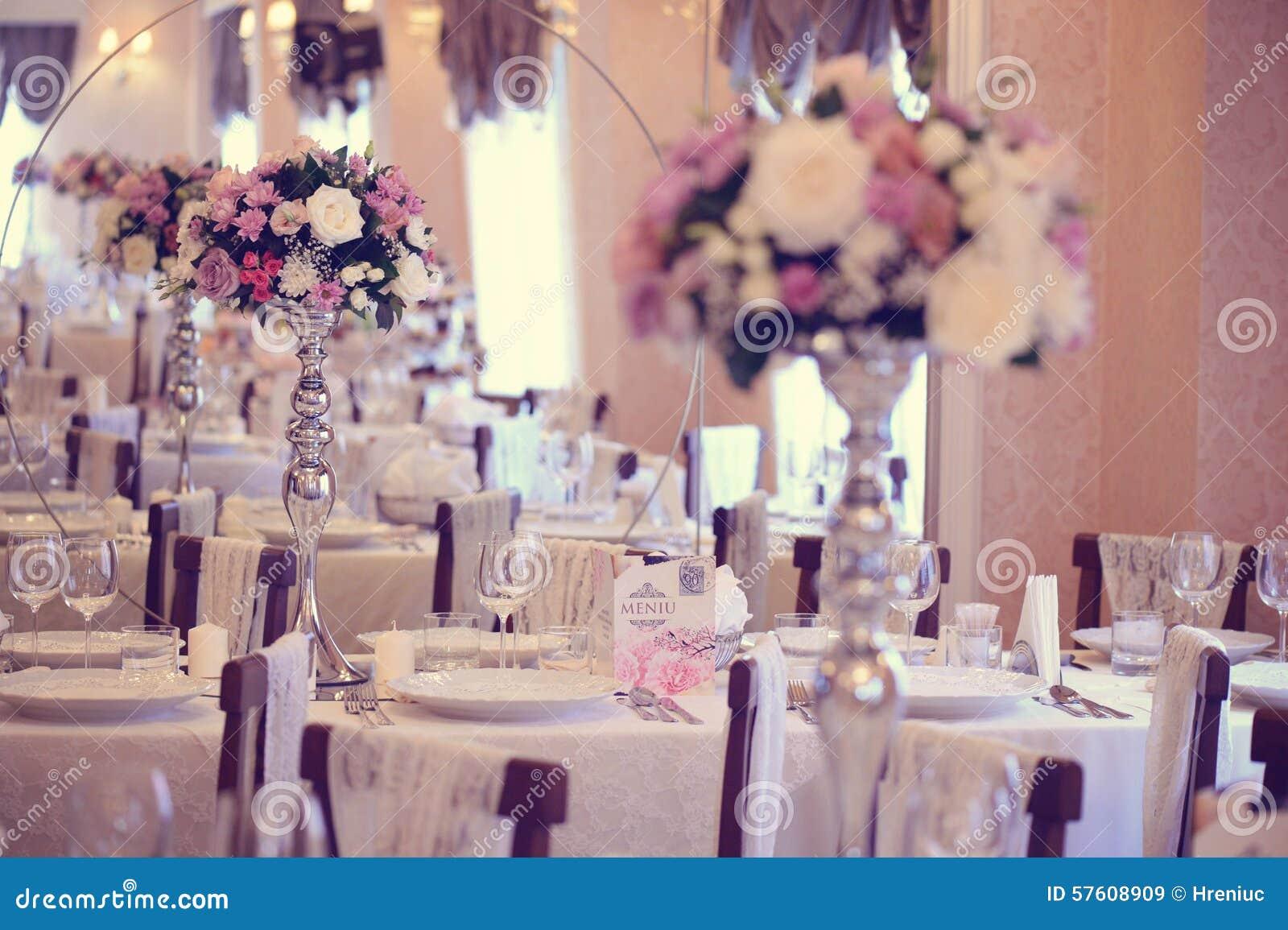 Blüht Dekoration Auf Hochzeitstafel Stockbild - Bild von verbindung ...