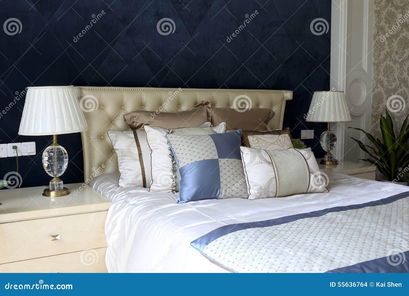 Blå gardinvägg av sovrummet arkivfoto   bild: 55636764