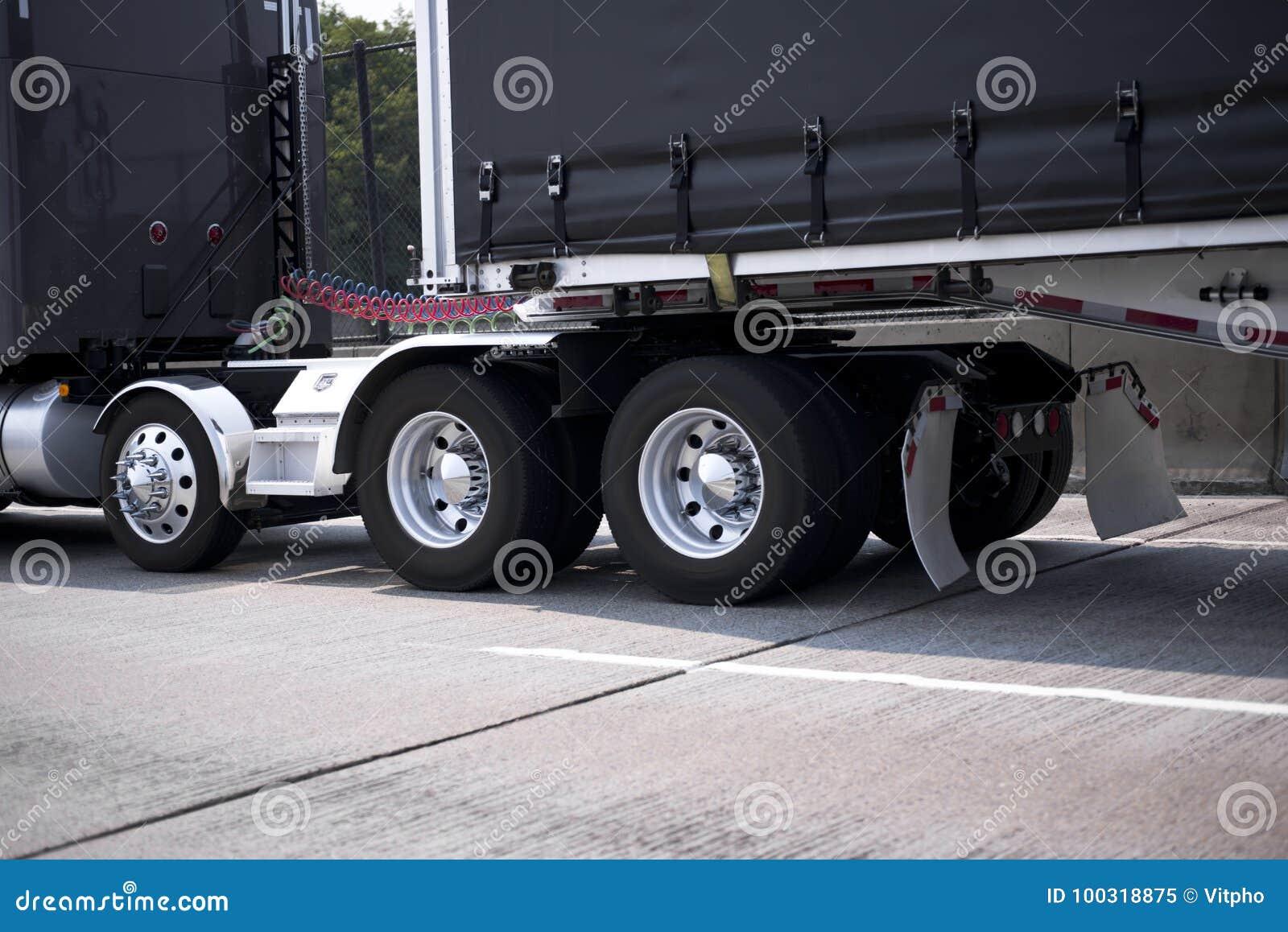 Big Rig Fenders : Black big rig semi truck with chrome wheels and fenders