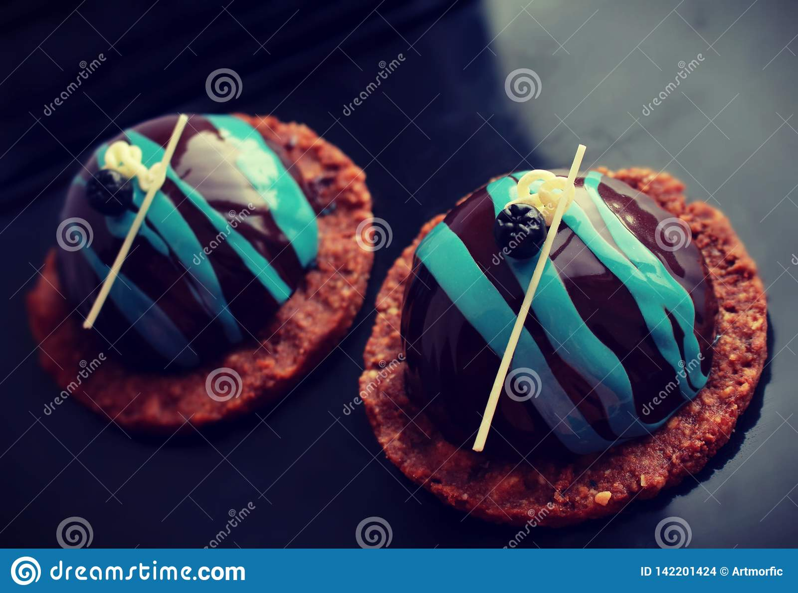 Black and blue desserts on cookie base