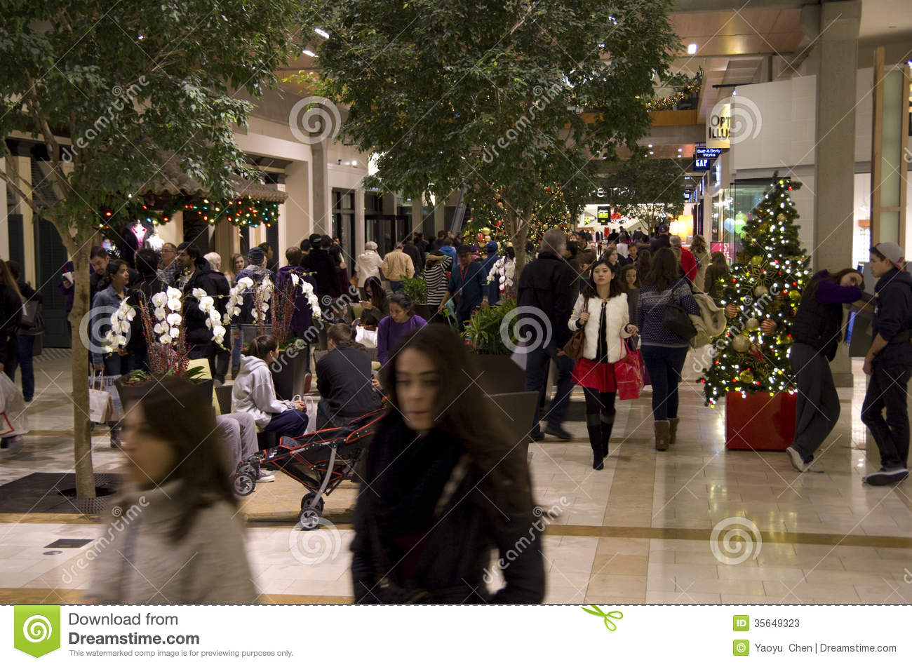 BELLEVUE, WA - Set your alarm clocks. Many shopping malls around Puget sound will have special hours on Thanksgiving and Black Friday. Some malls will open Thanksgiving night, while others will.