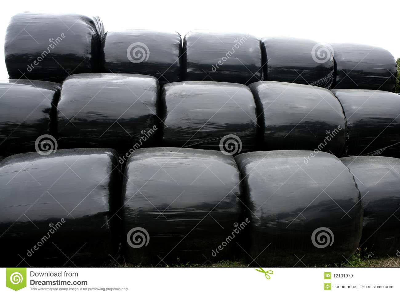 Black plastic wrap cover for cereal bales