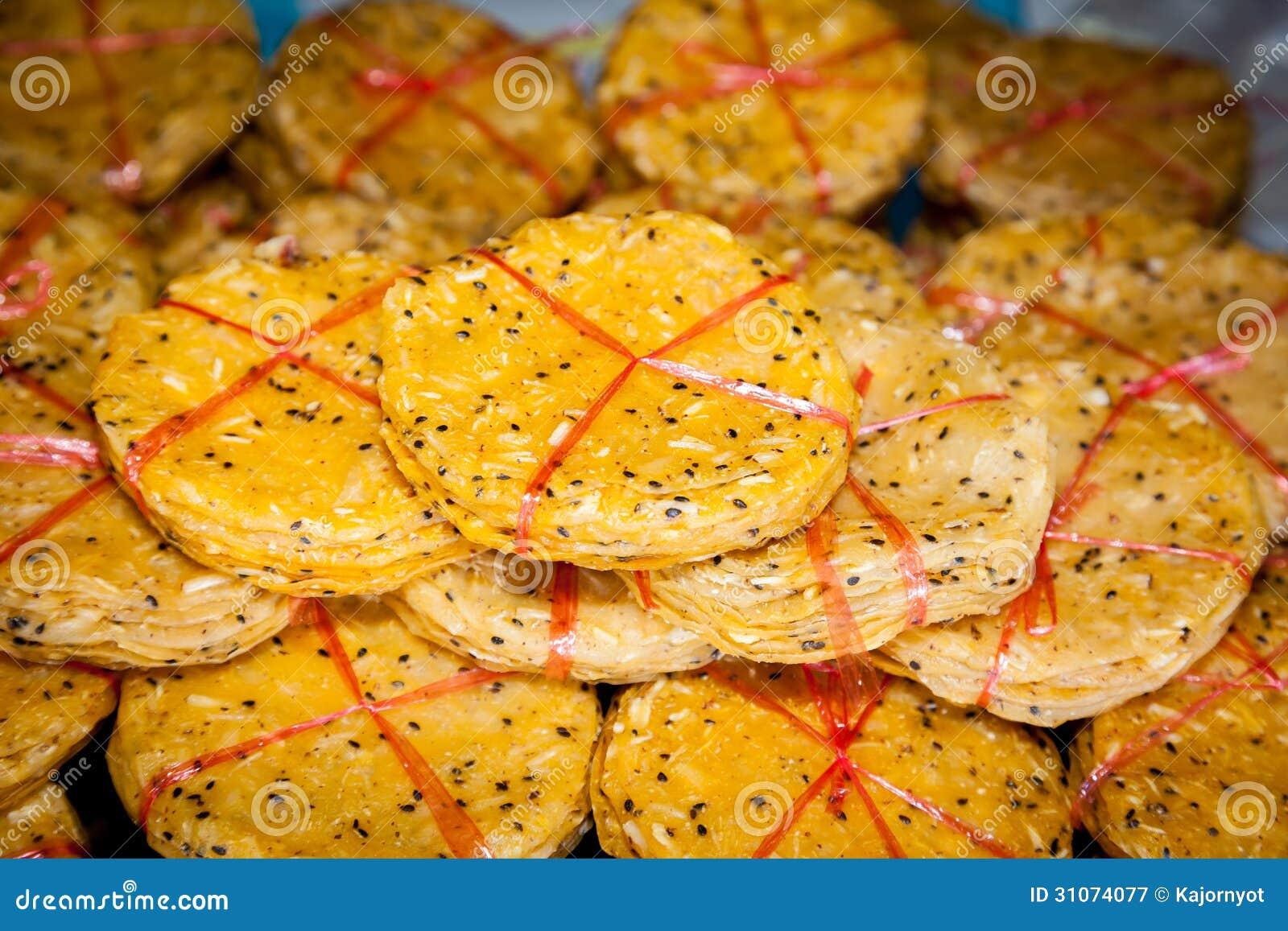 Black sesame crisped crackers