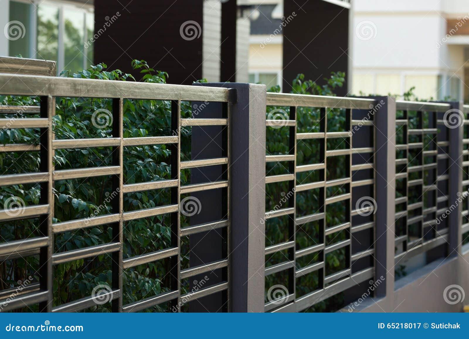 Black steel fence of residential house modern stock photo - Cercas de hierro ...