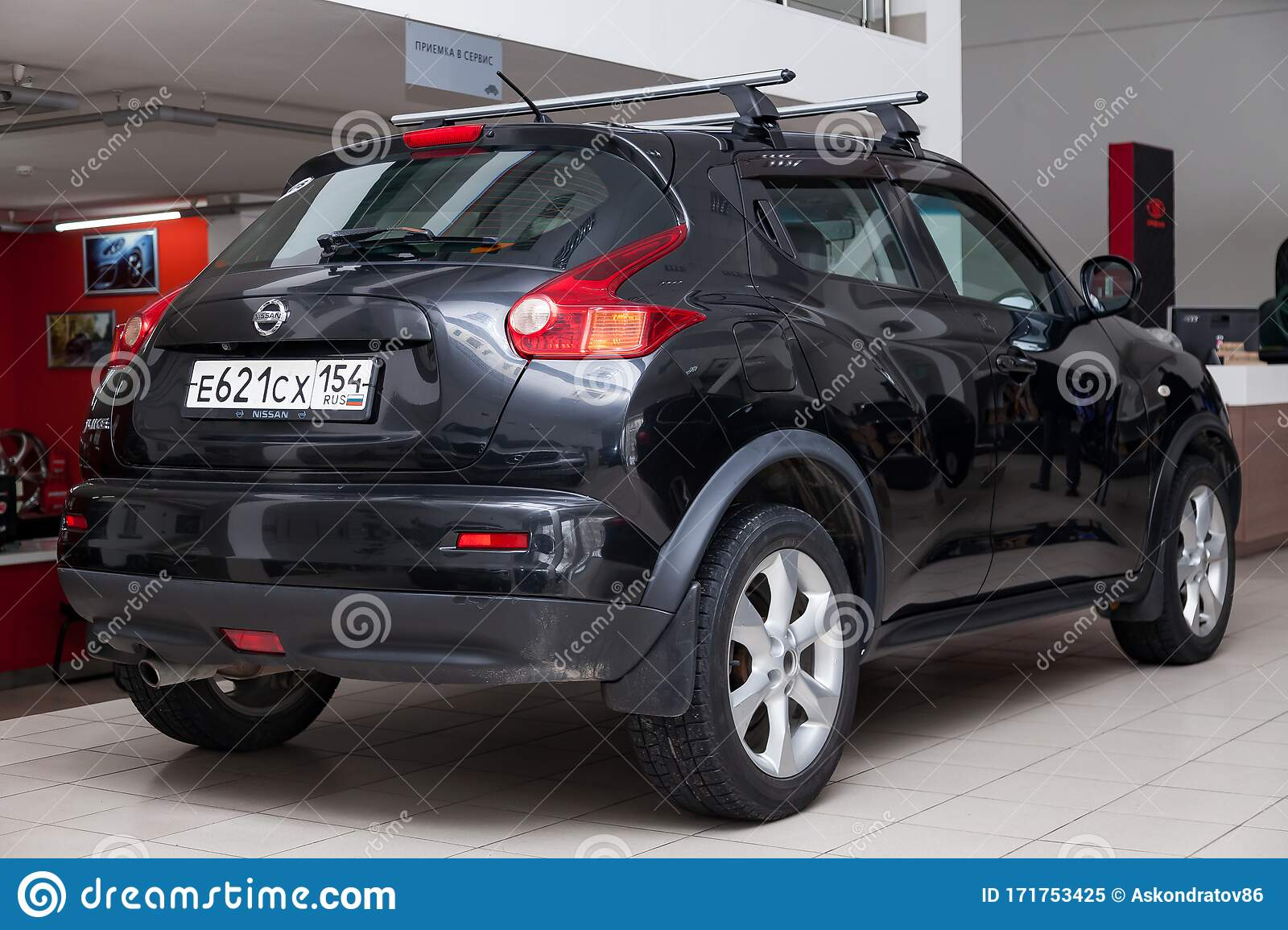 Black Used Nissan Juke With Front View On The Car Snow Parking After Preparing For Sale Editorial Image Image Of Automotive Luxury 171753425