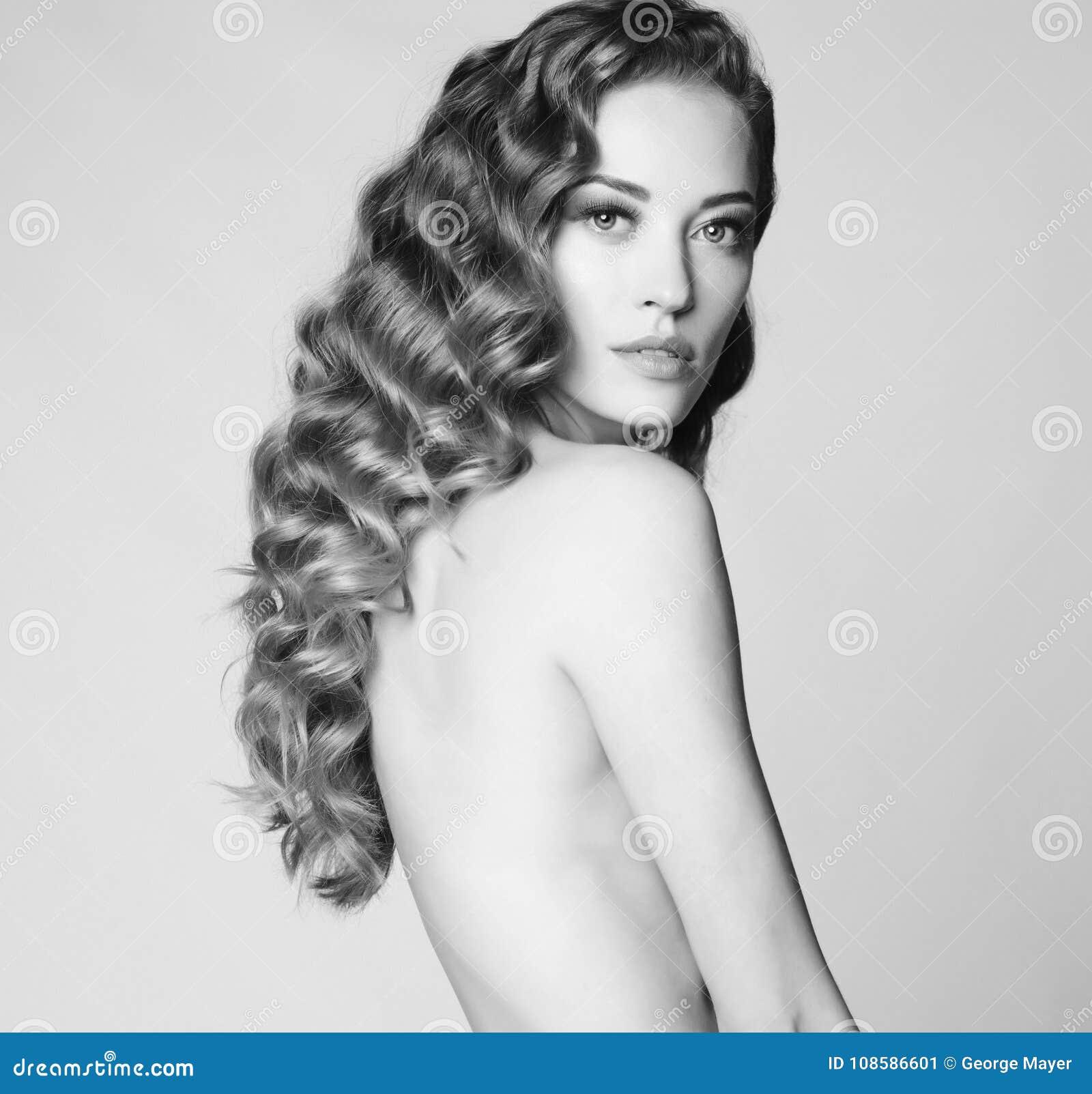 Elegant nude women pics