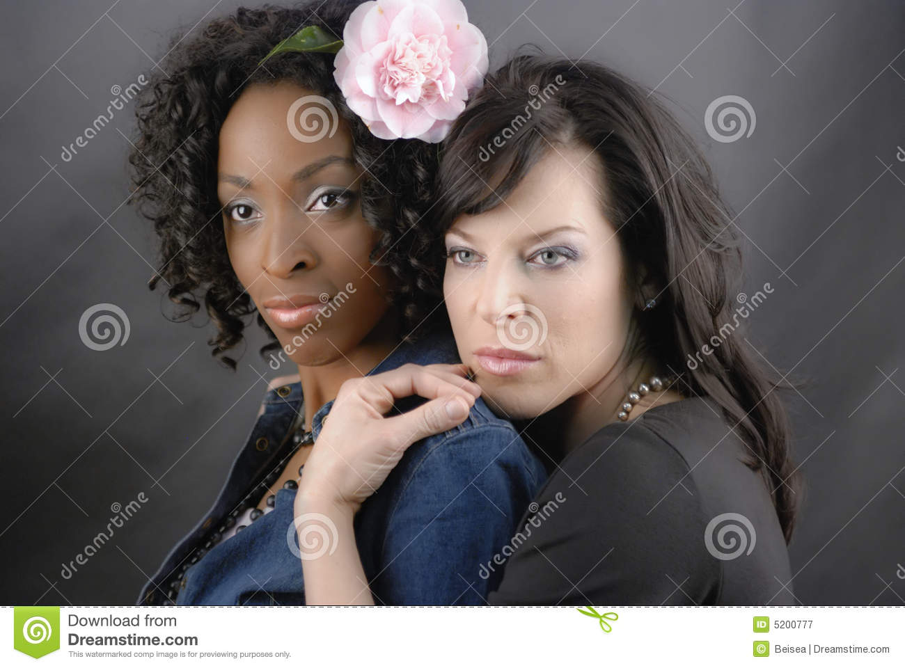 Can black woman on white women lesbian consider