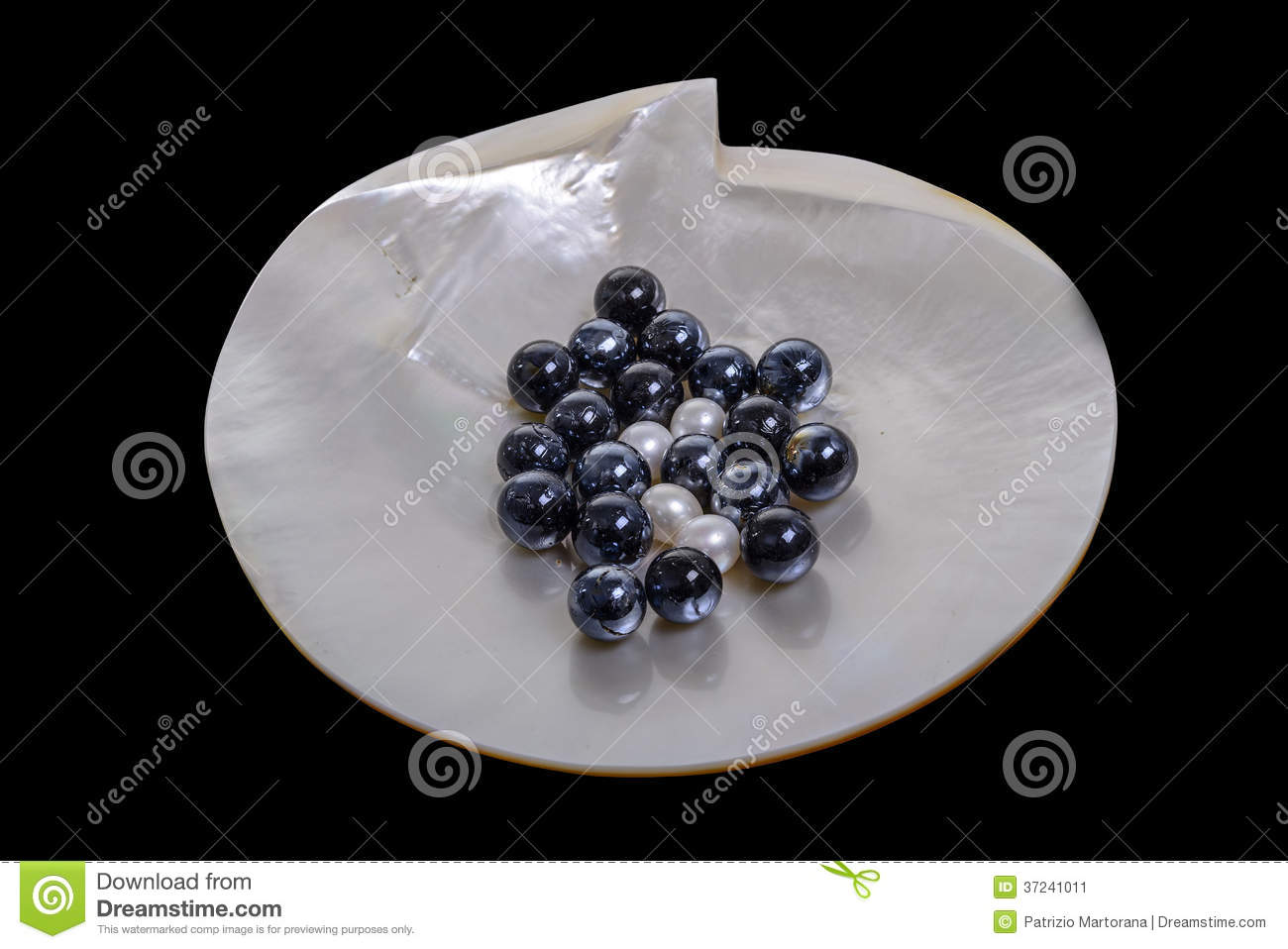 Black and white pearls stock image image 37241011 for Posate nere