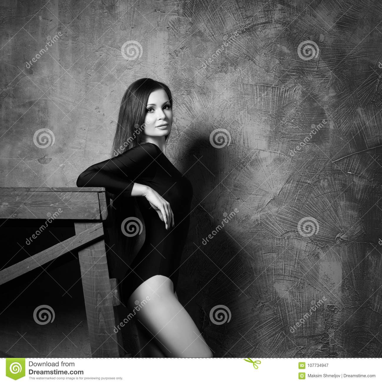 Black Fashion Models Poses: Young And Beautiful Fashion Model Is Posing. Fit And