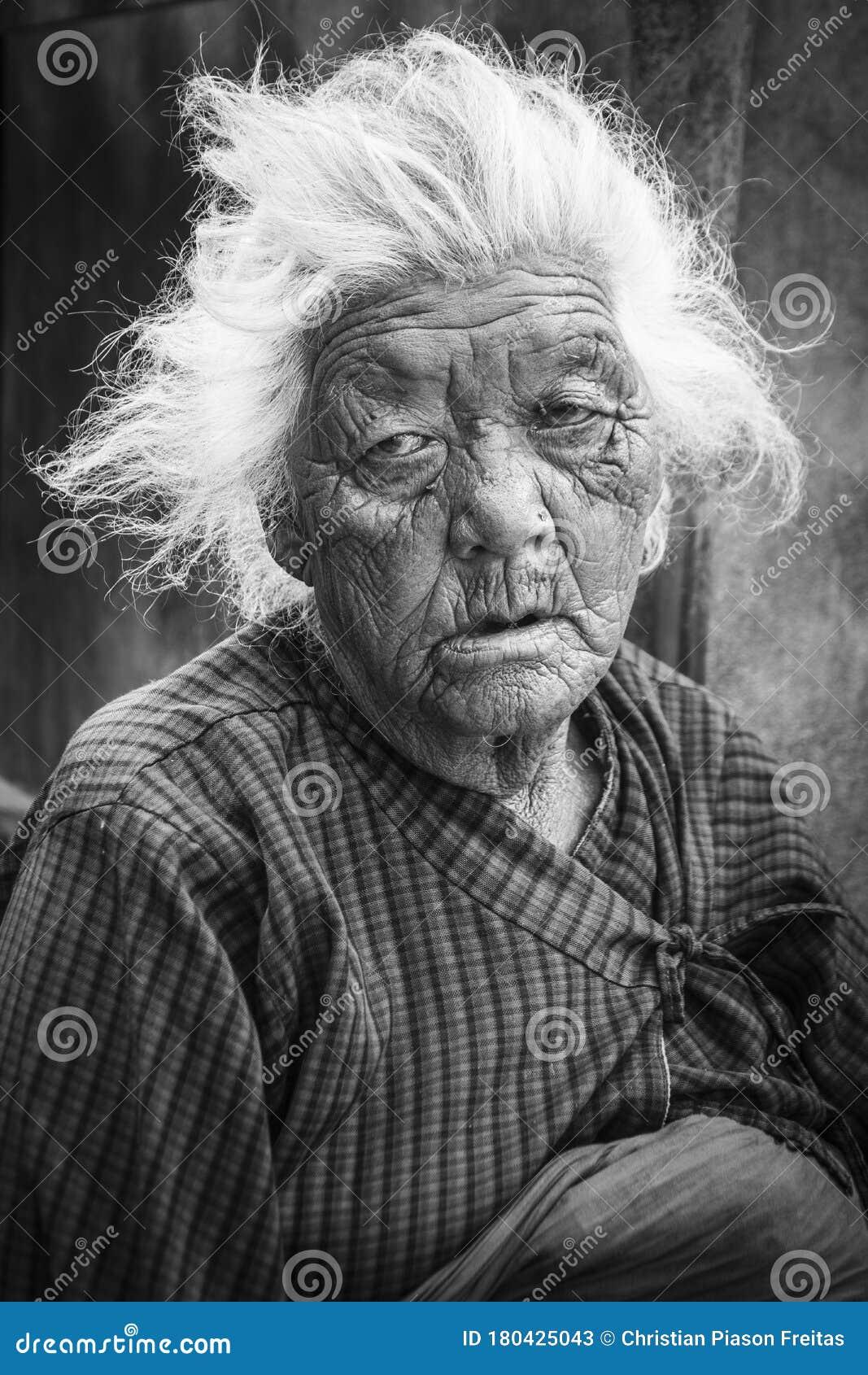 10,1085 Black Homeless Woman Photos   Free & Royalty Free Stock ...
