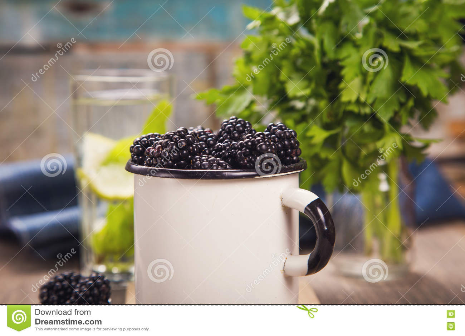 Blackberry στο παλαιό φλυτζάνι
