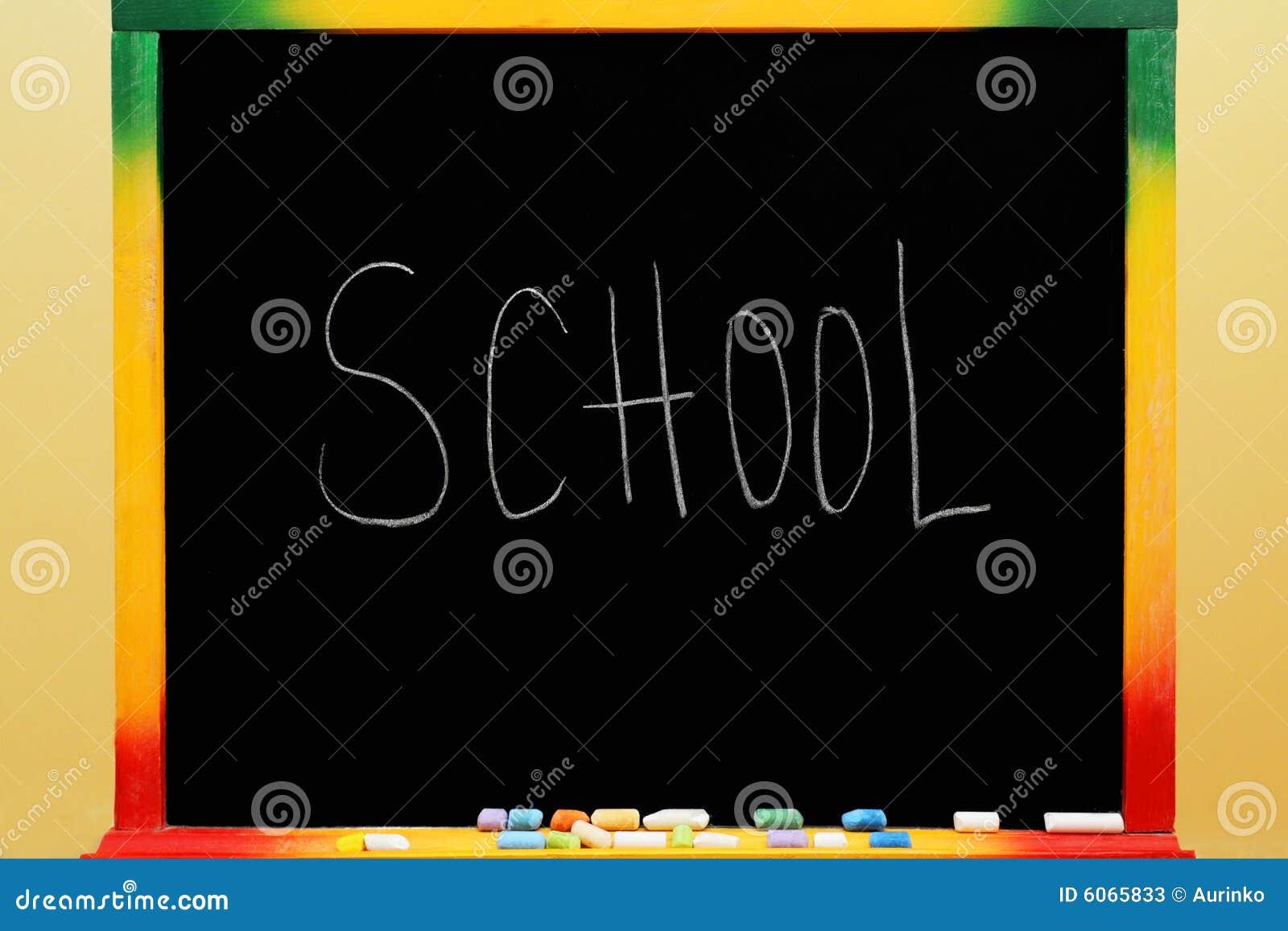 Blackboard z tekst szkołą