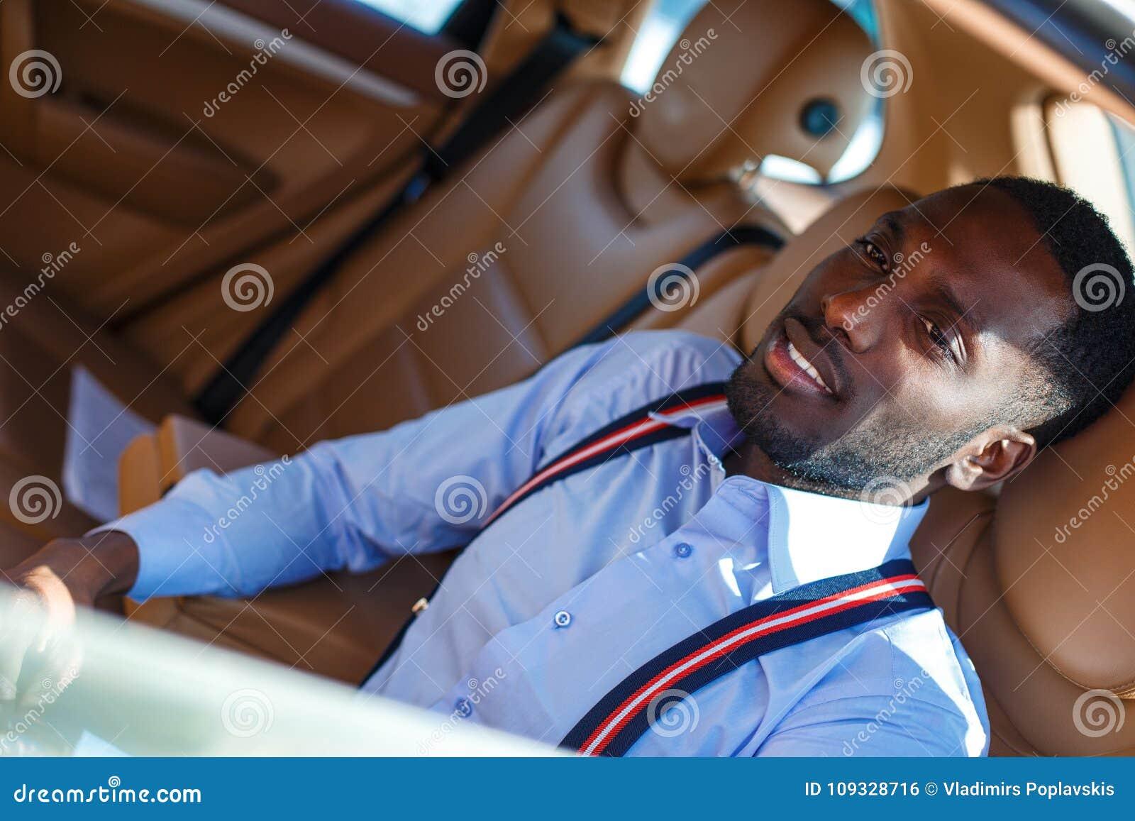 Blackman w błękitnej koszula