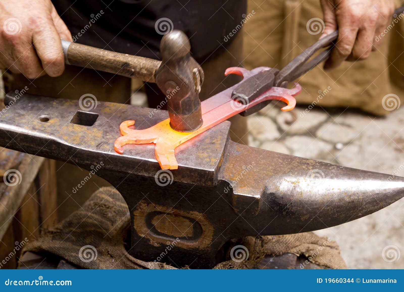 Как сделать кинжал своими руками из железа