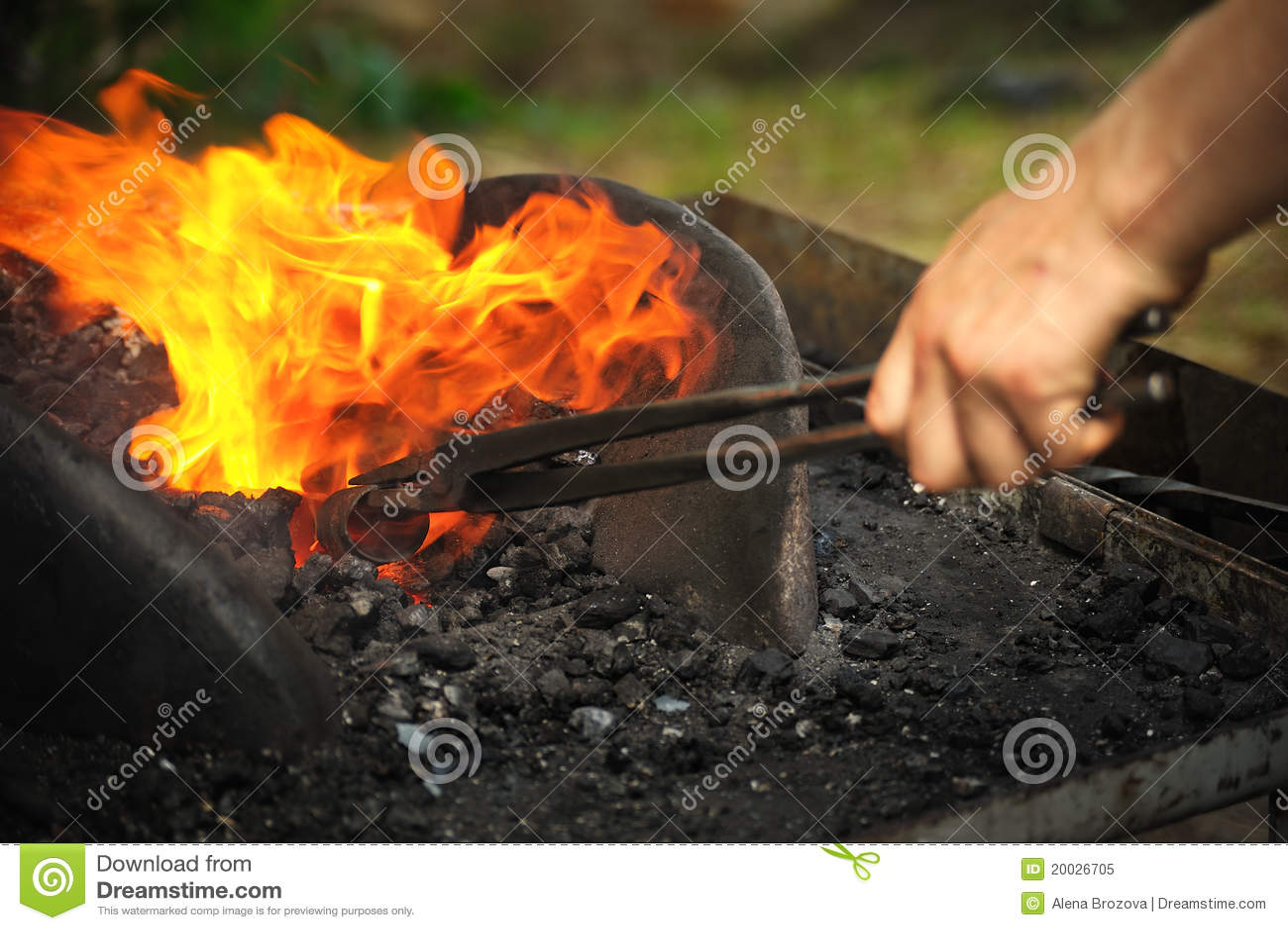 Blacksmith ogrzewanie odprasowywać odprasowywa