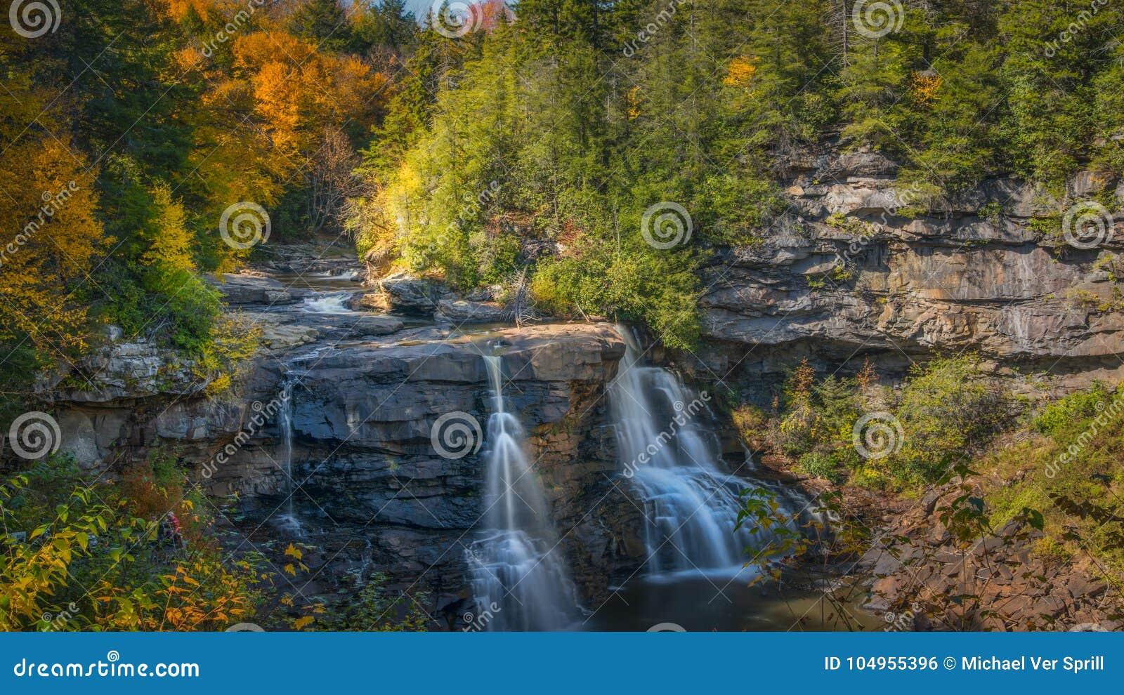 Blackwater листопада окружающий падает в западное Virignia