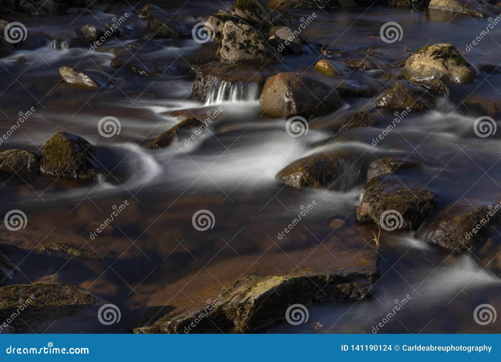 Blaen-y-Glyn瀑布的河Caerfanell,布雷肯比肯斯山,博伊斯,威尔士
