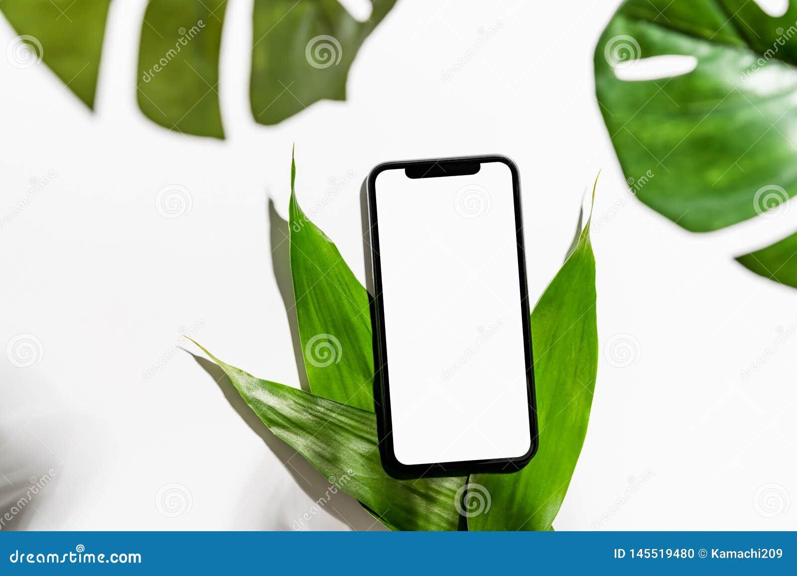 Blanc d écran de Smartphone sur la moquerie de table pour favoriser vos produits