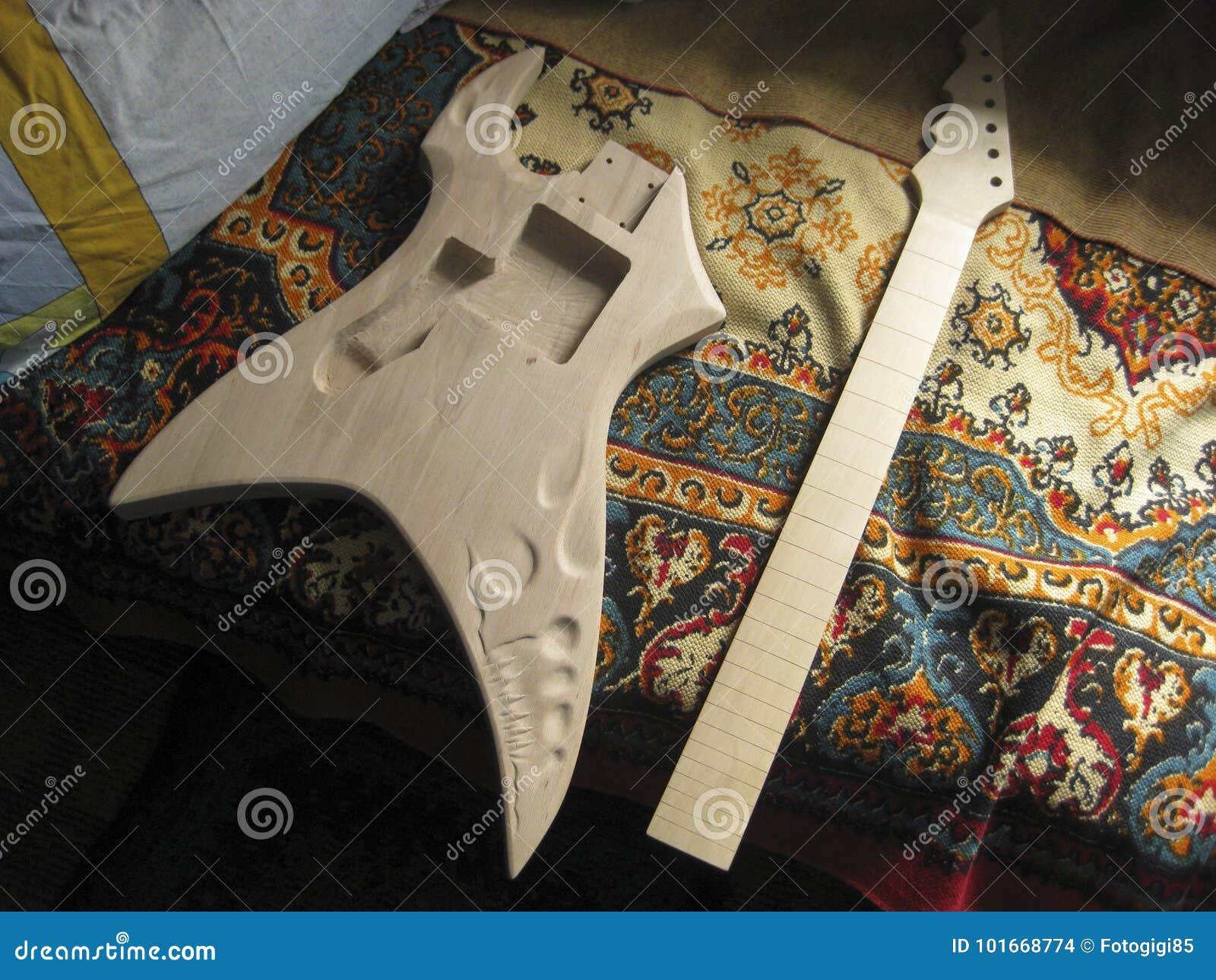 Blanc en bois pour la guitare électrique Guitare électrique faite maison