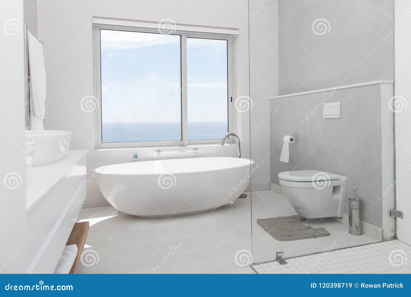 Blanc Moderne De Salle De Bains Image stock - Image du ...