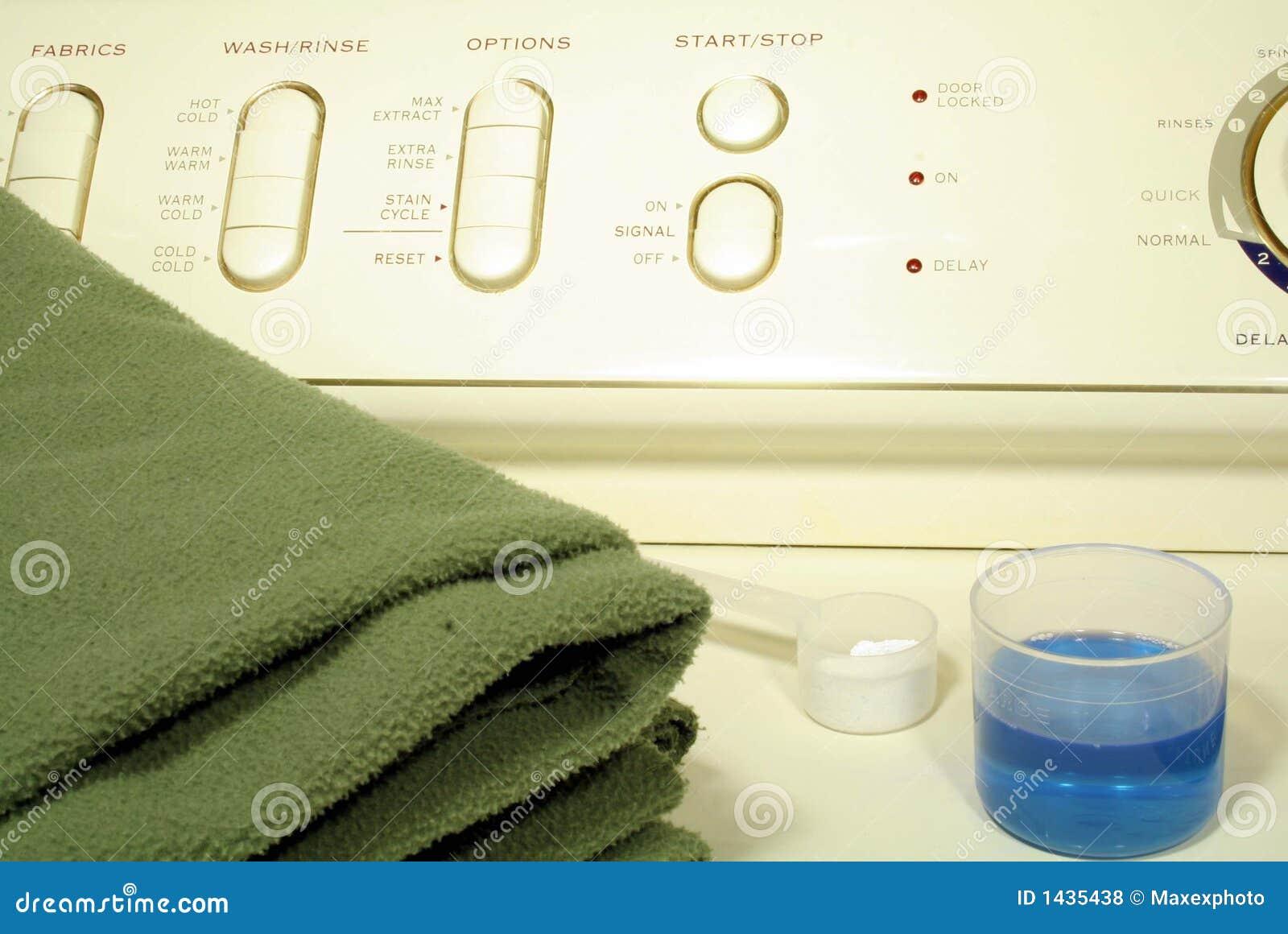 Blanchisserie sur la machine à laver