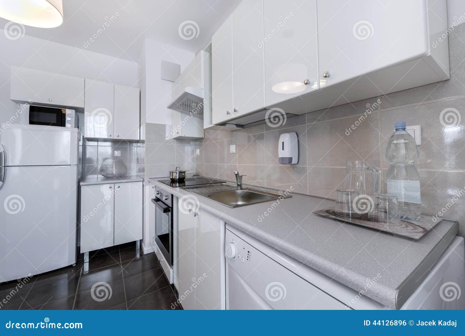 Blanco, Diseño Interior Moderno: Pequeña Cocina Foto de archivo ...