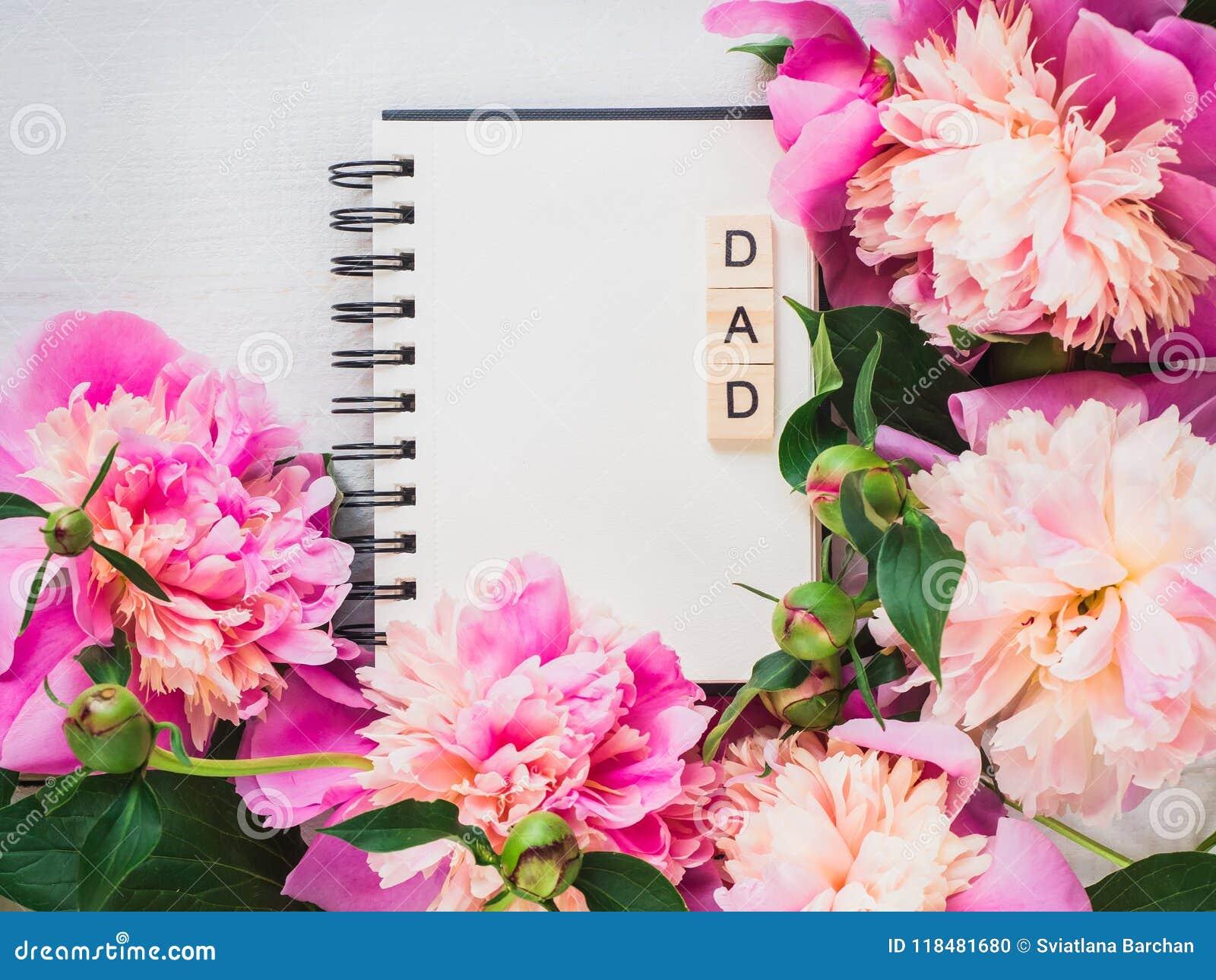 Blanco pagina van het notitieboekje voor felicitatieinschrijvingen