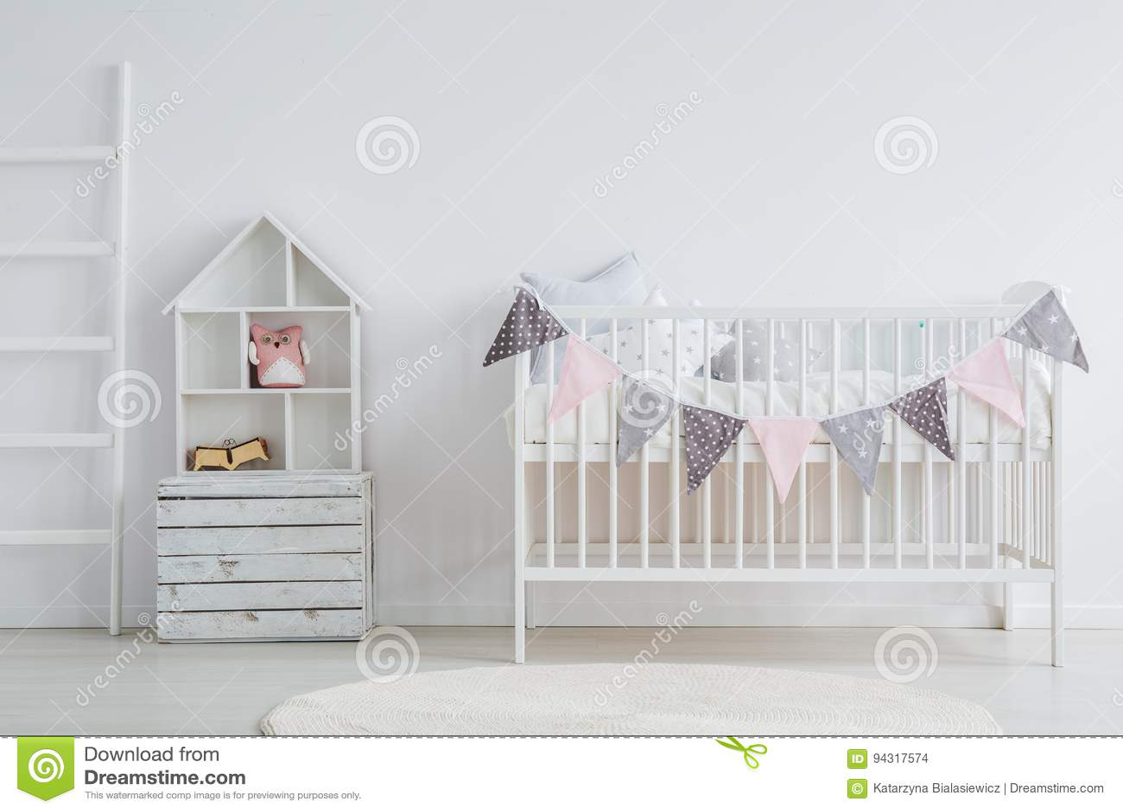 Blanco, Sistema De Los Muebles Del Bebé Del Vintage Foto de archivo ...
