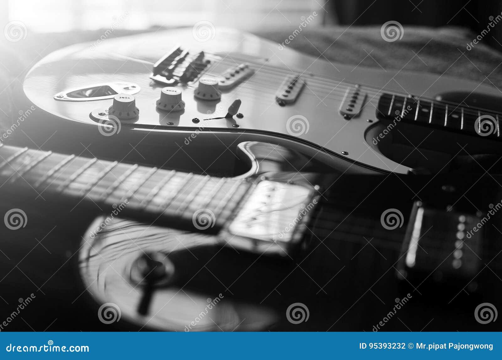 Blanco y negro abstracto macro de la guitarra eléctrica