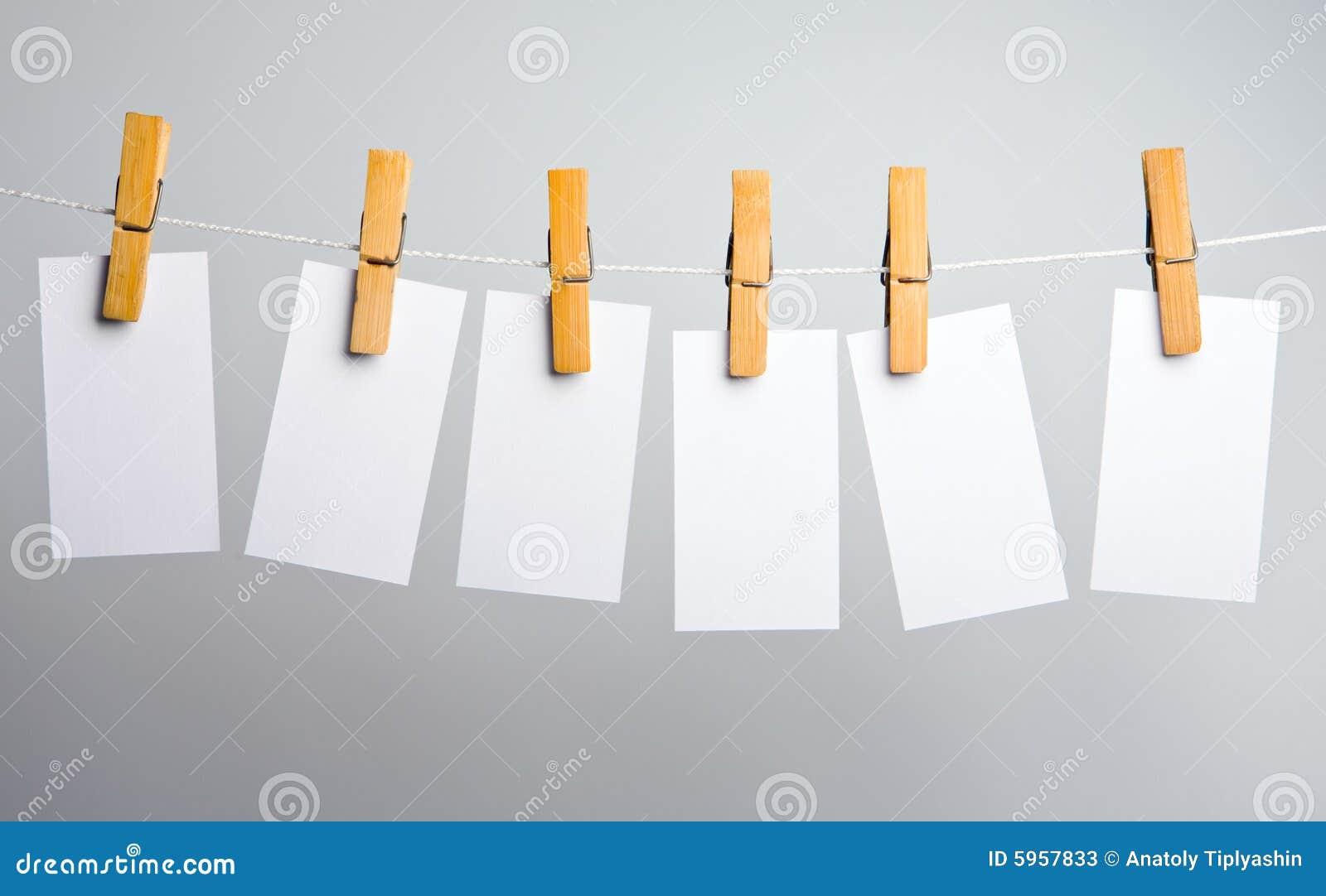 Blancs de livre blanc sur la corde
