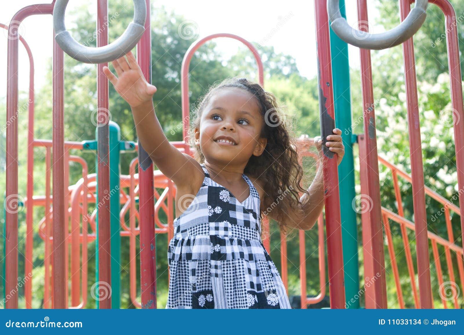 Blandad race för härligt barn