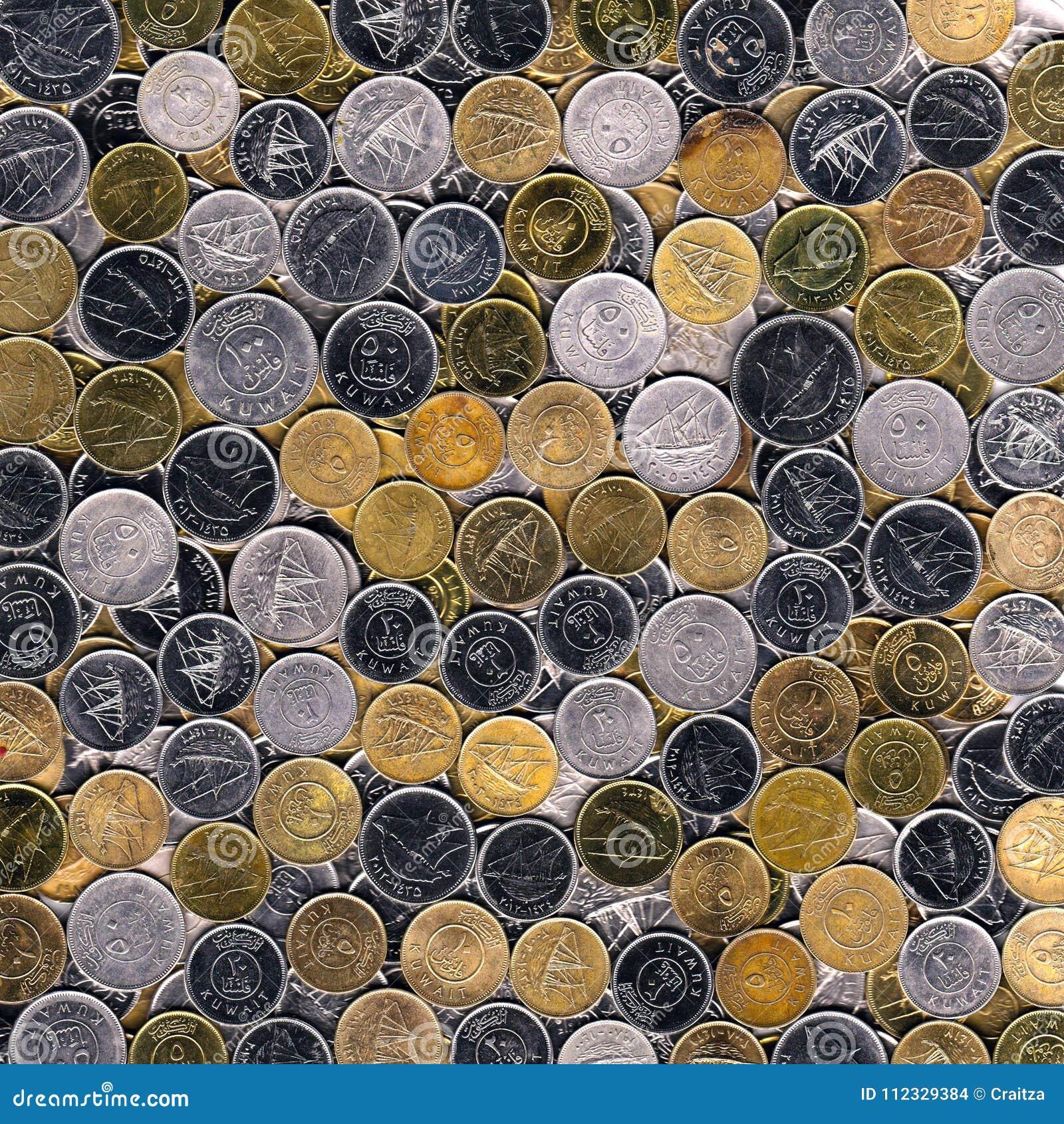 Blandad silver och kopparmynt av Kuwait bakgrund