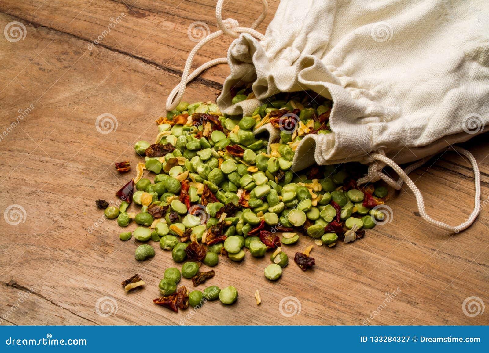 Blandning av bönafrö med kryddor för att laga mat soppa