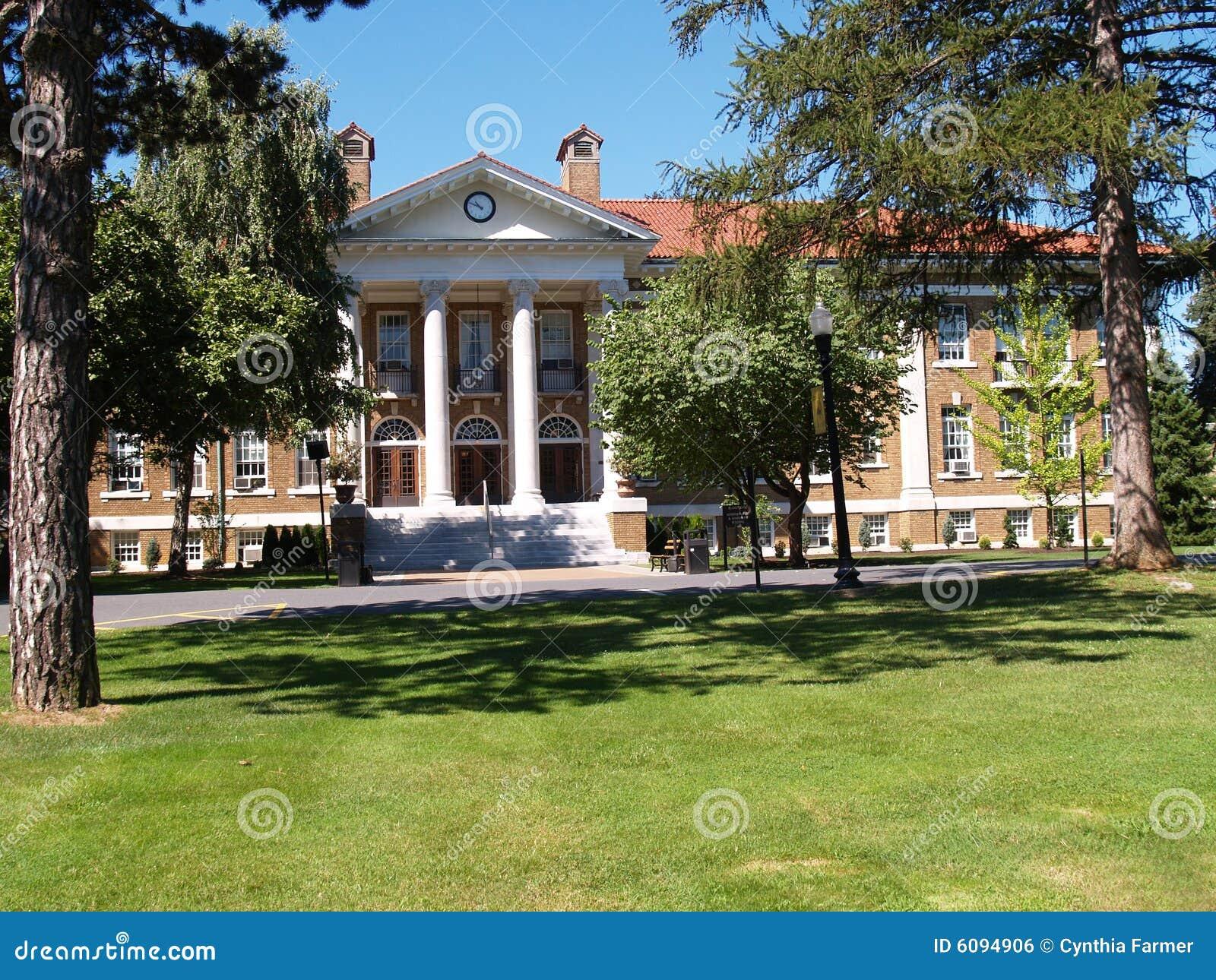 Blaney college   u szczytu izbie cedrowa