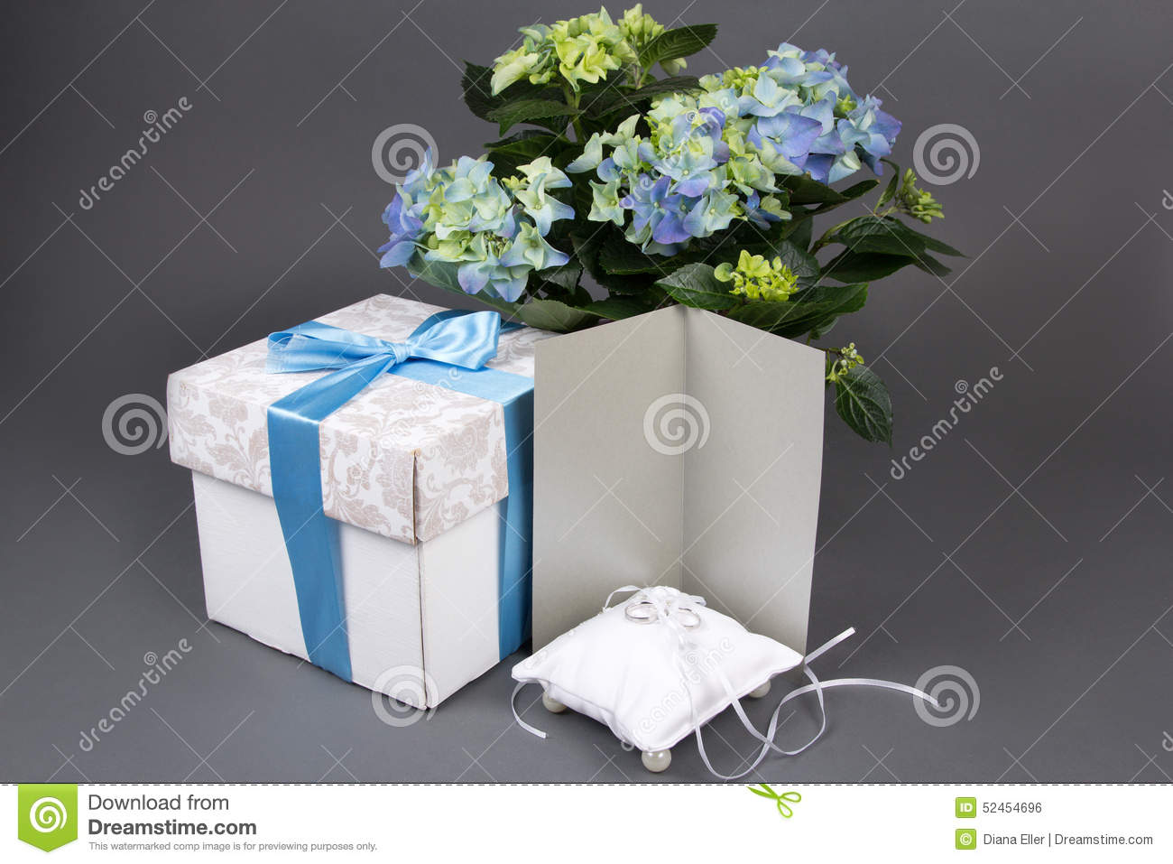 Blank Gift Card Bouquet Of Hydrangea Flowers Gift Box
