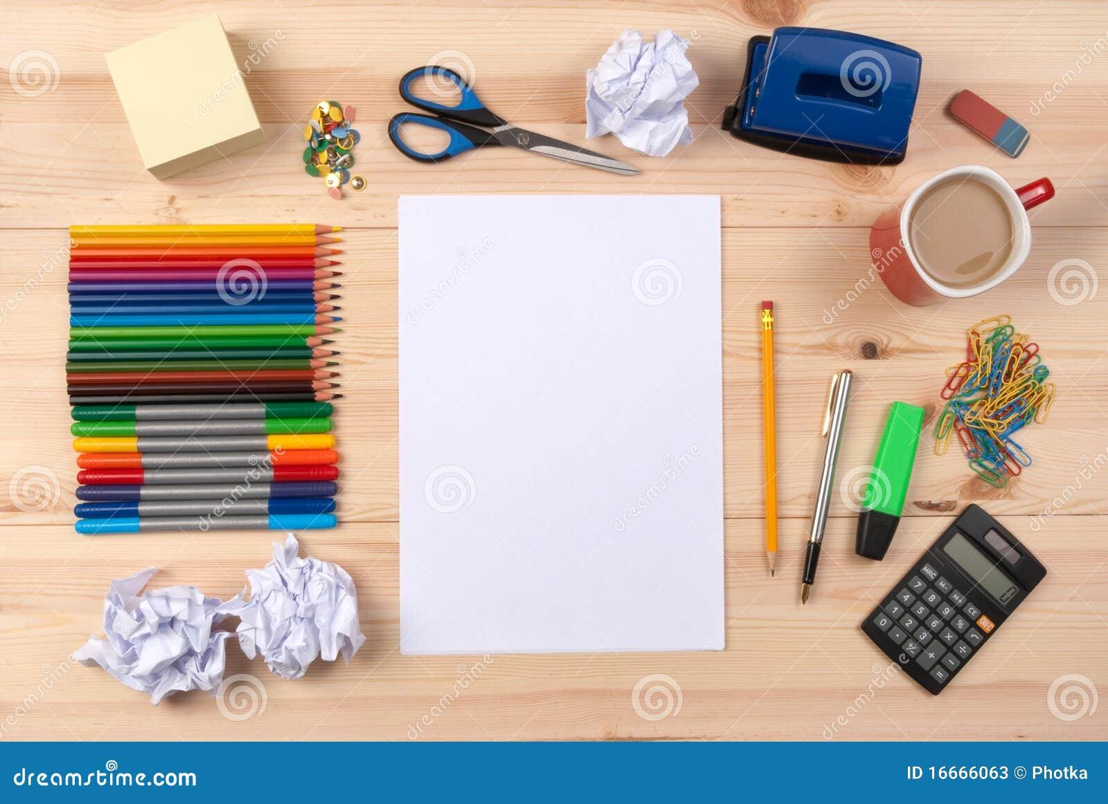 Blatt papier auf einem schreibtisch stockfotos bild for Schreibtisch von oben