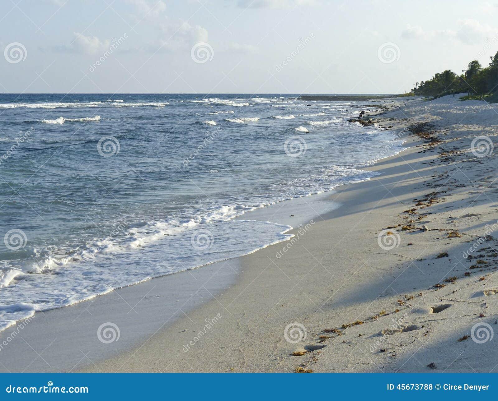 Blaue Brandung und weiße Sande
