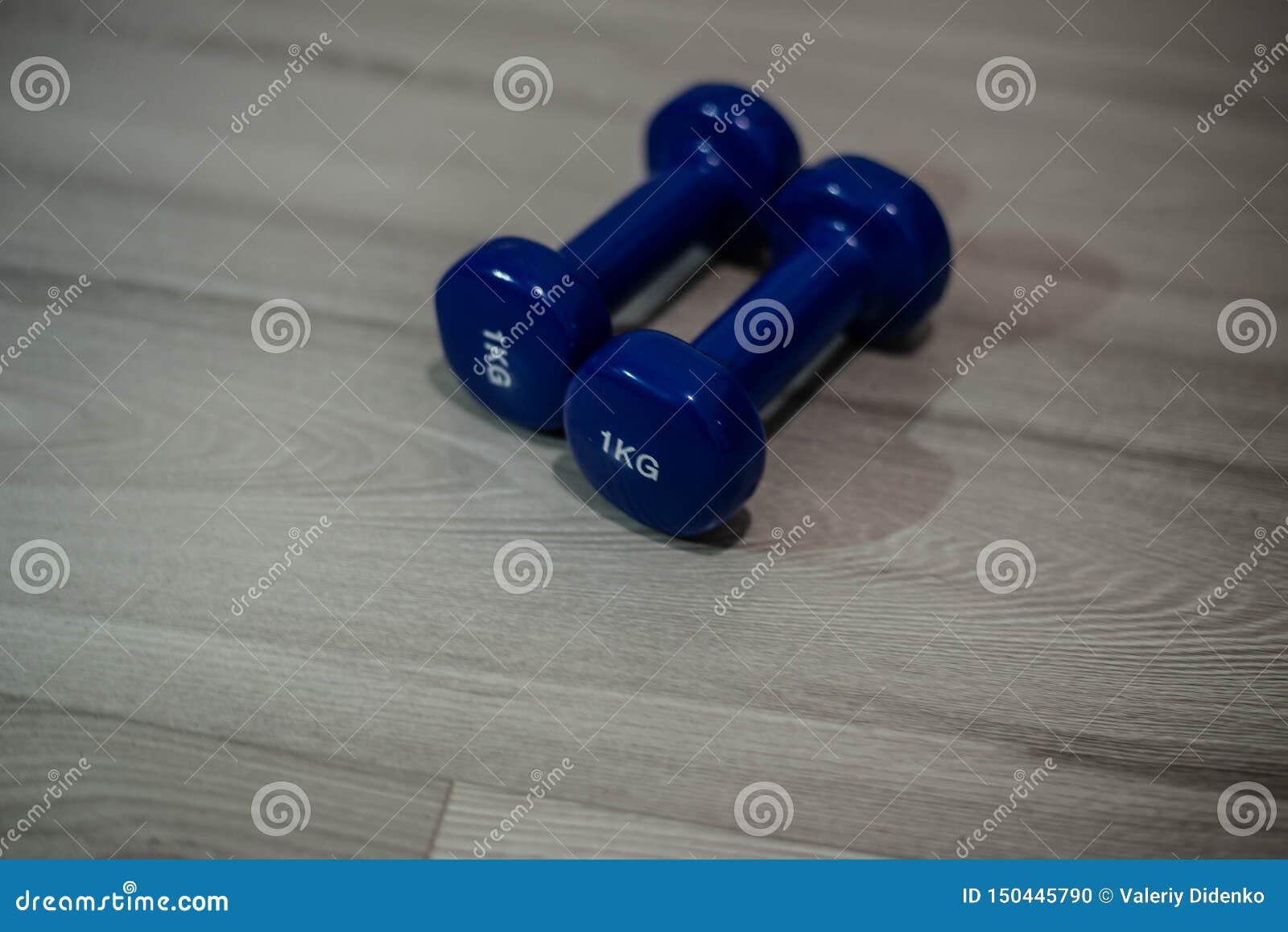 Blaue Dummköpfe auf dem Boden
