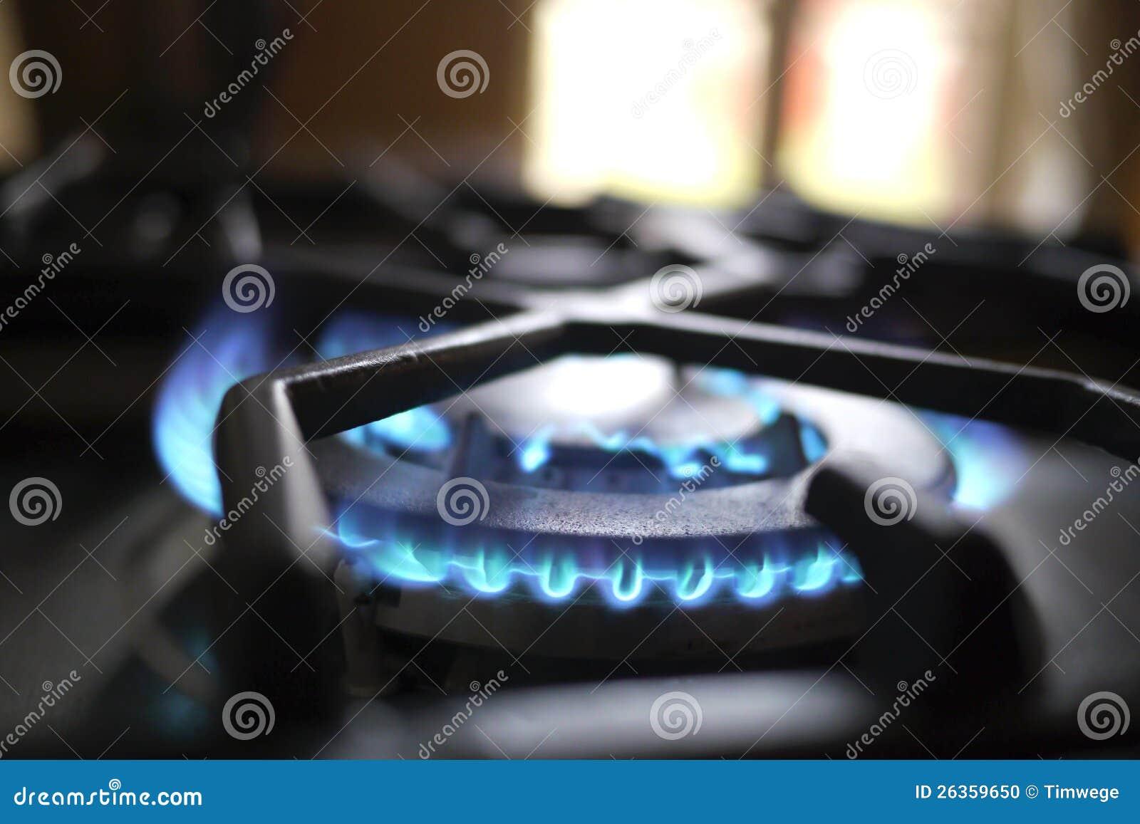 Blaue Flamme des Gases in der Küche