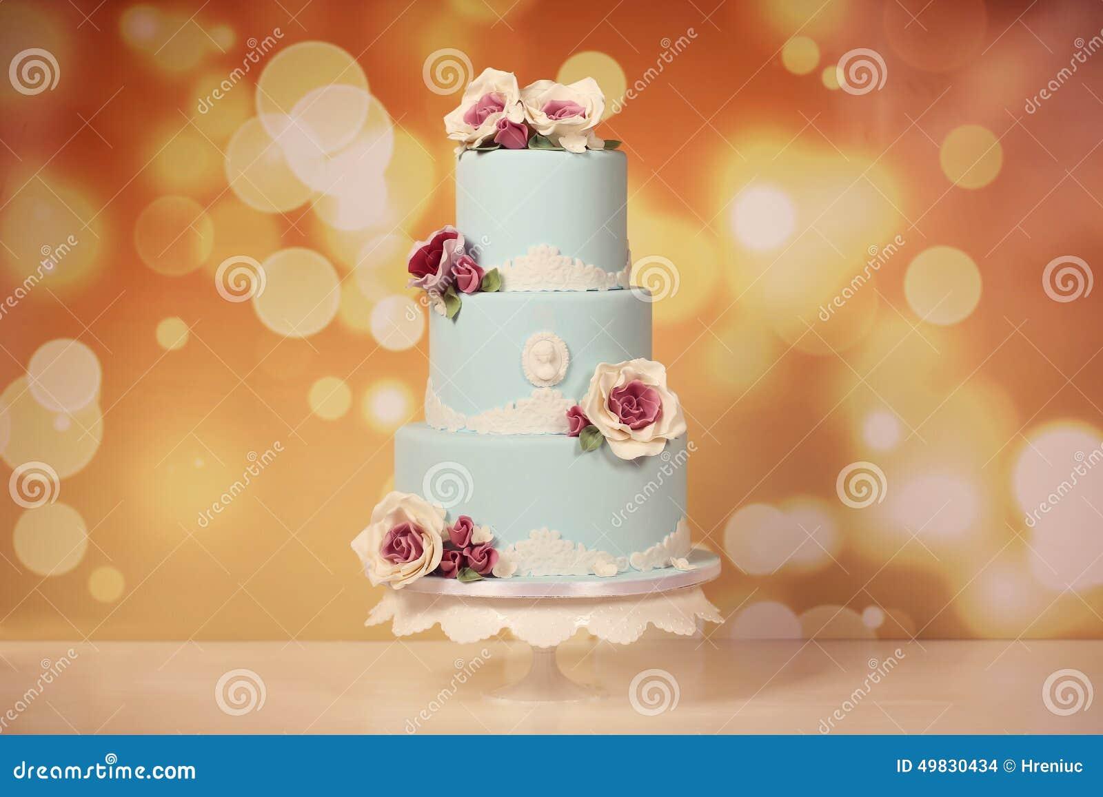 Blaue Hochzeitstorte Mit Rosen Stockfoto Bild Von Essen Celebrate