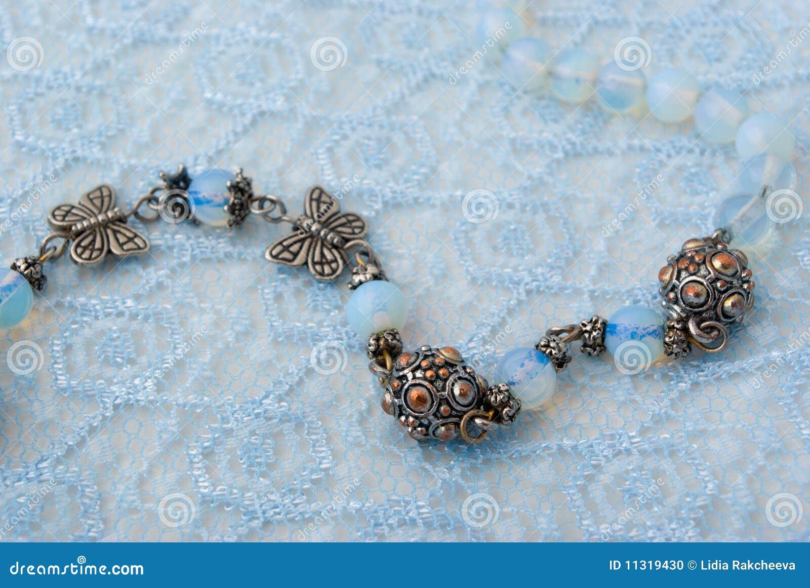 Blaue Korne auf blauer Spitze