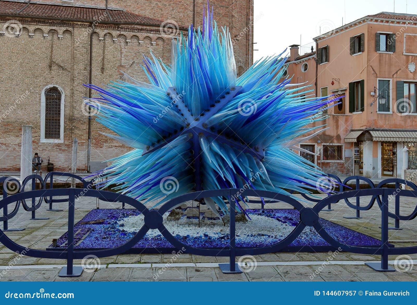 Blaue Skulptur Gemacht Von Murano Glas Auf Murano Insel Redaktionelles Stockfotografie Bild Von Glas Gemacht 144607957
