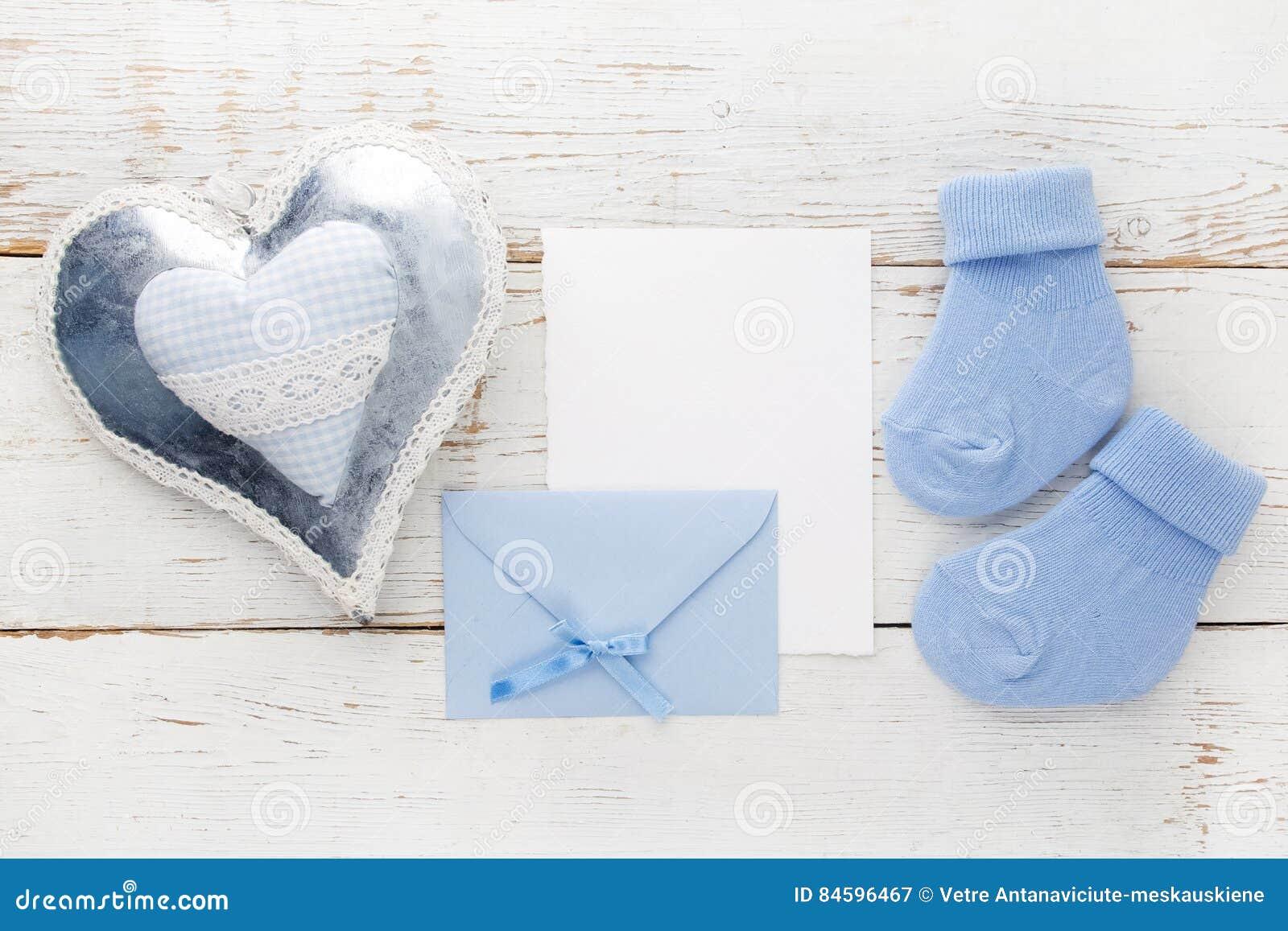 Blaue Socken Des Kleinen Jungen, Leere Karte, Evelop Und Herz Auf ...