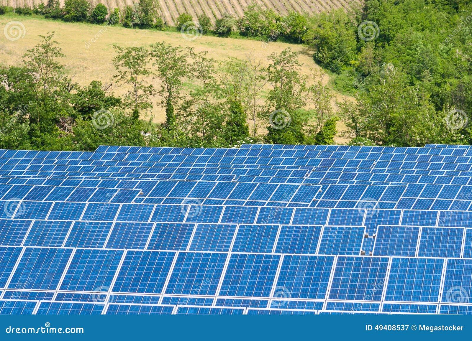 Download Blaue Solarenergie-Platten stockbild. Bild von ladung - 49408537