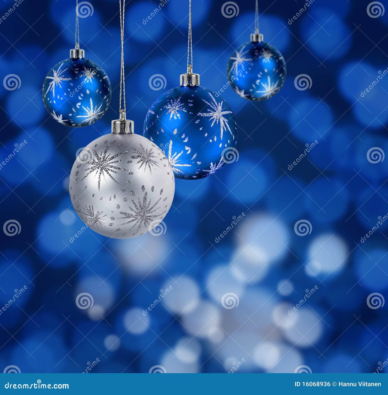 Blaue weihnachtskugeln stockfoto bild von winter h ngen - Bilder weihnachtskugeln ...